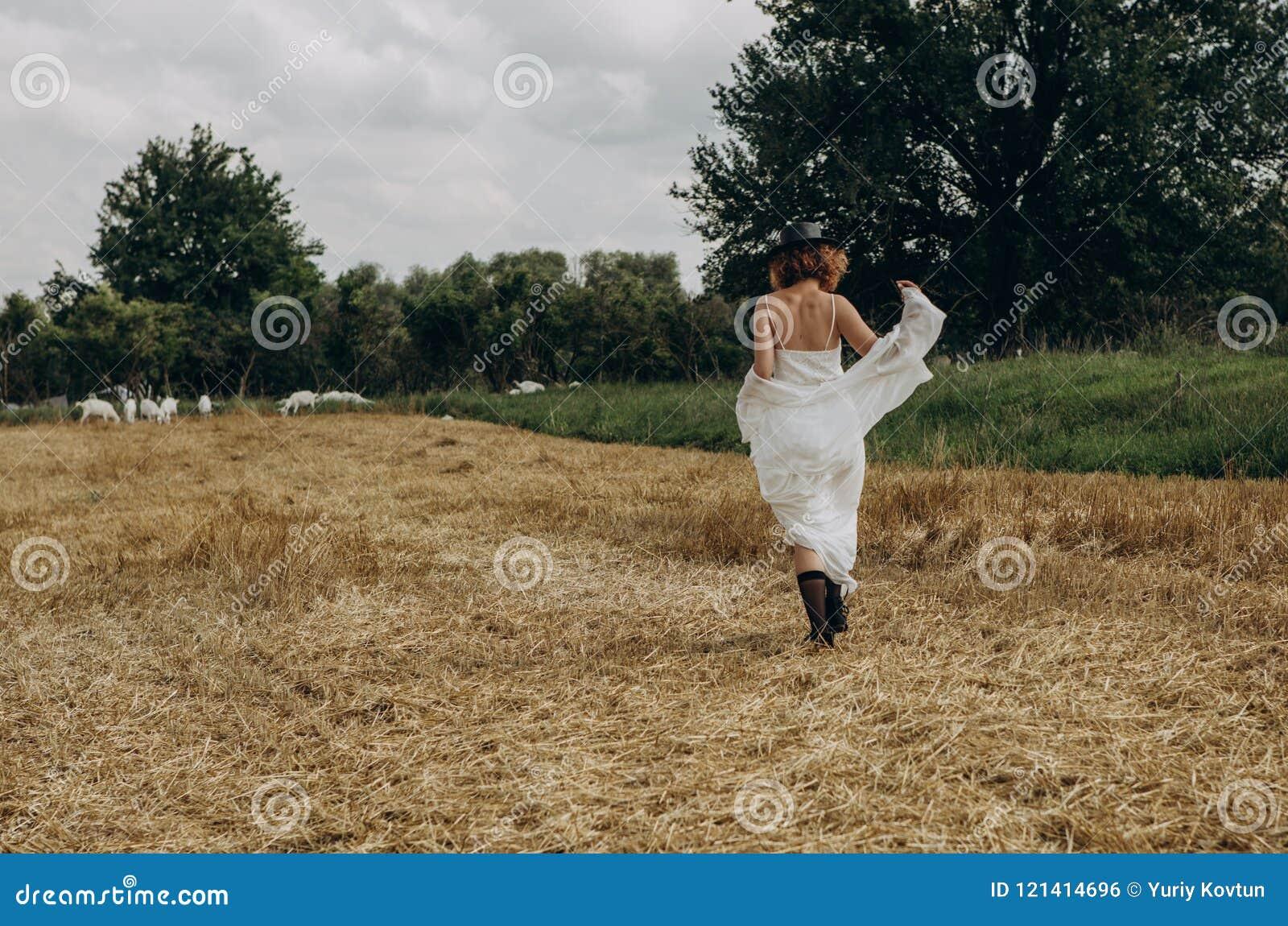 Girl Village Walks Forged Field Dress Hat Goes Stock Photo