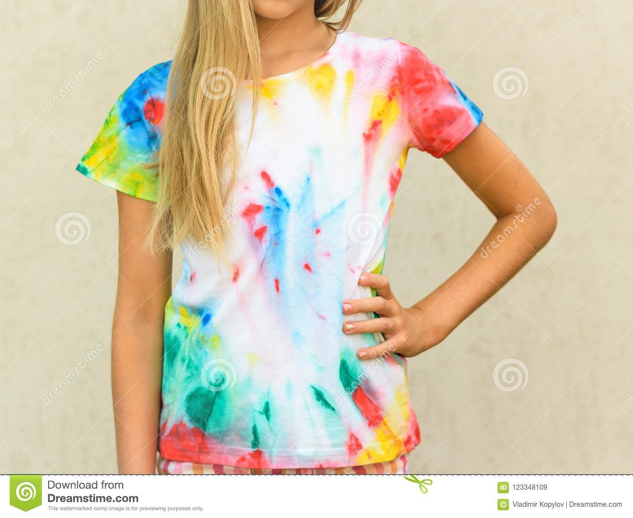 273fcd4d Girl At The Wall In A T-shirt Painted In The Style Of Tie Dye. Stock ...
