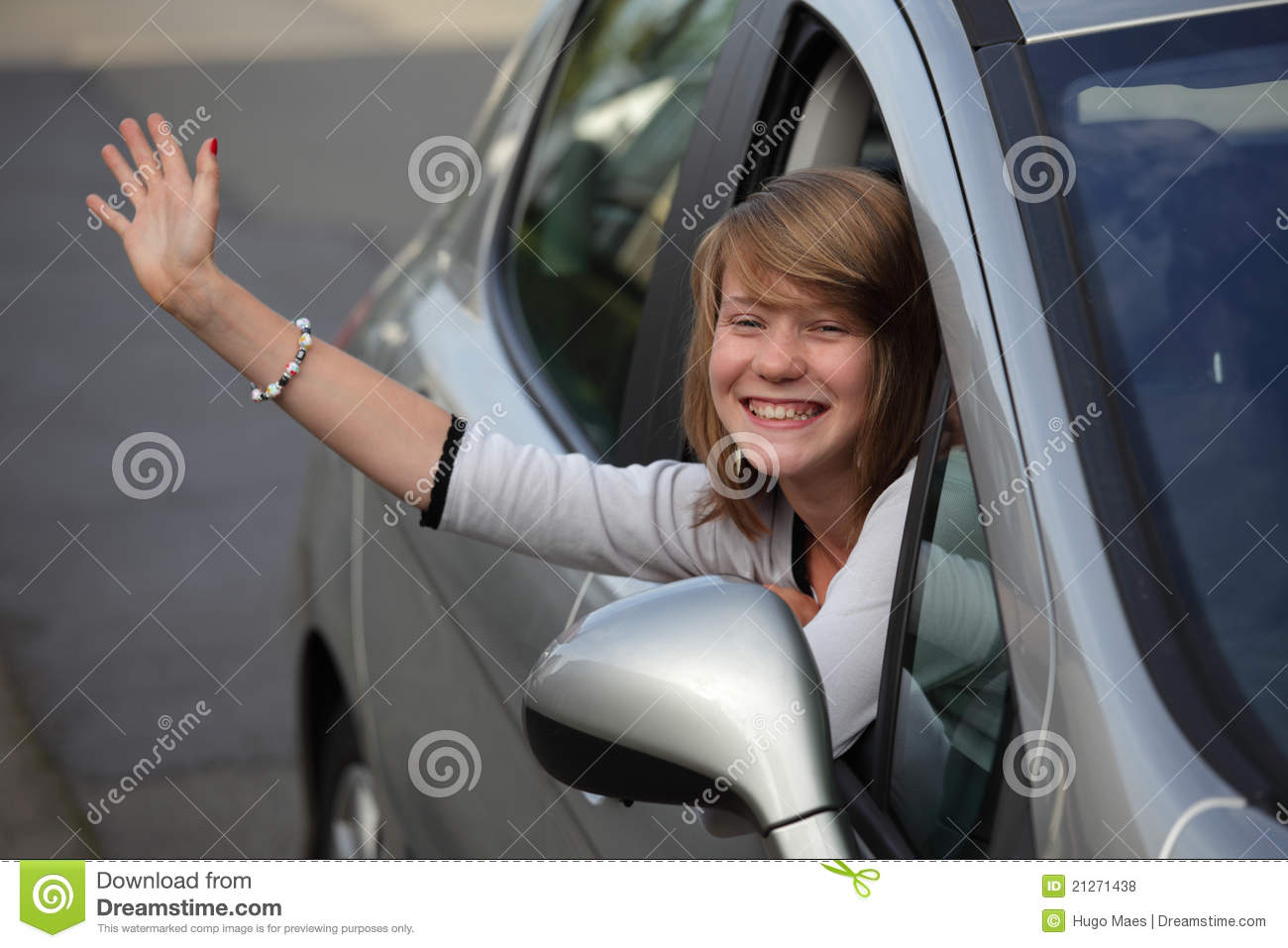 girl waving goodbye from car stock photo image of young departure 21271438. Black Bedroom Furniture Sets. Home Design Ideas