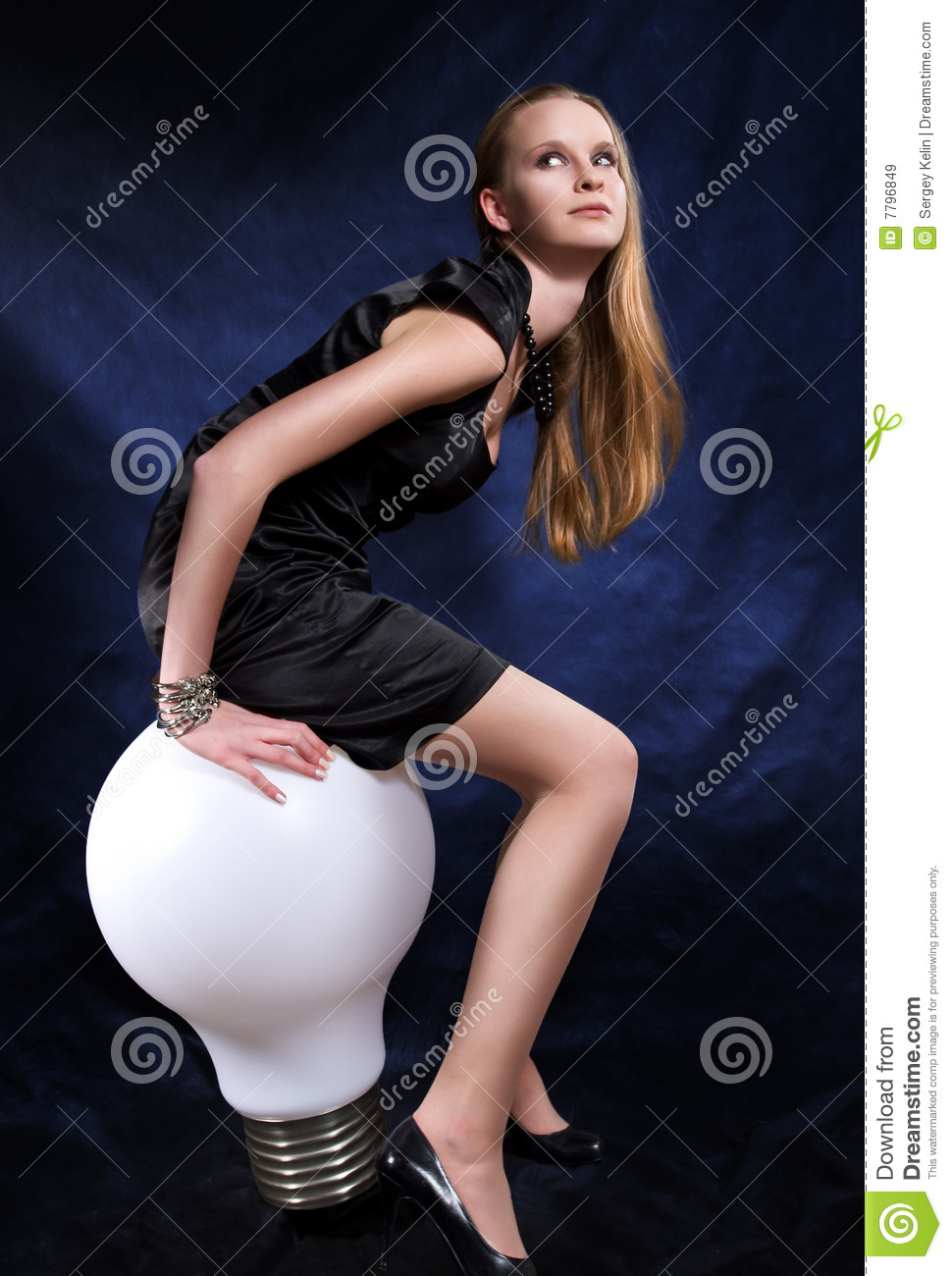 Girl Witn The Beeg Lamp Royalty Free Stock Photography
