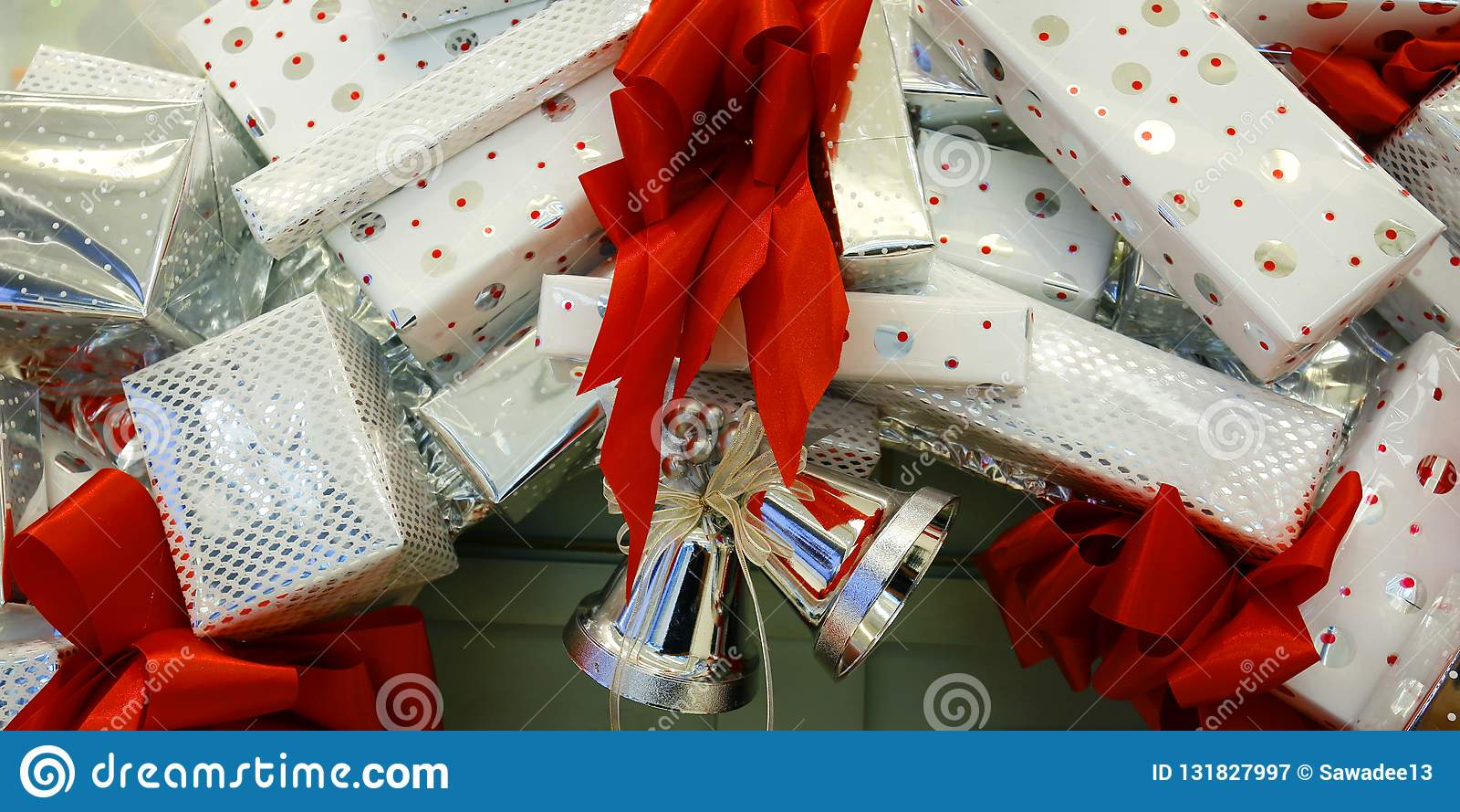 Girlanda Christmas pakować i dzwon