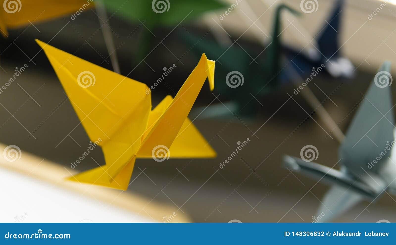 Girlanda origami ptaka bocian