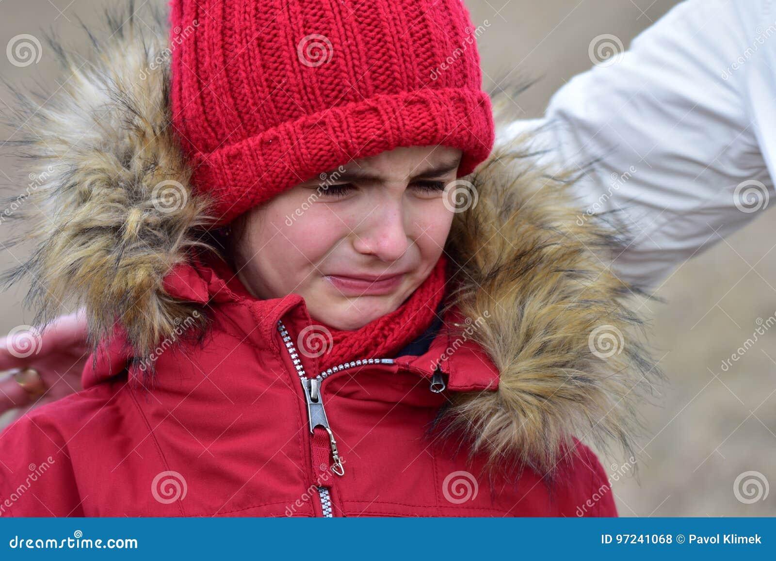 Girlk младенца портрета плача несчастное