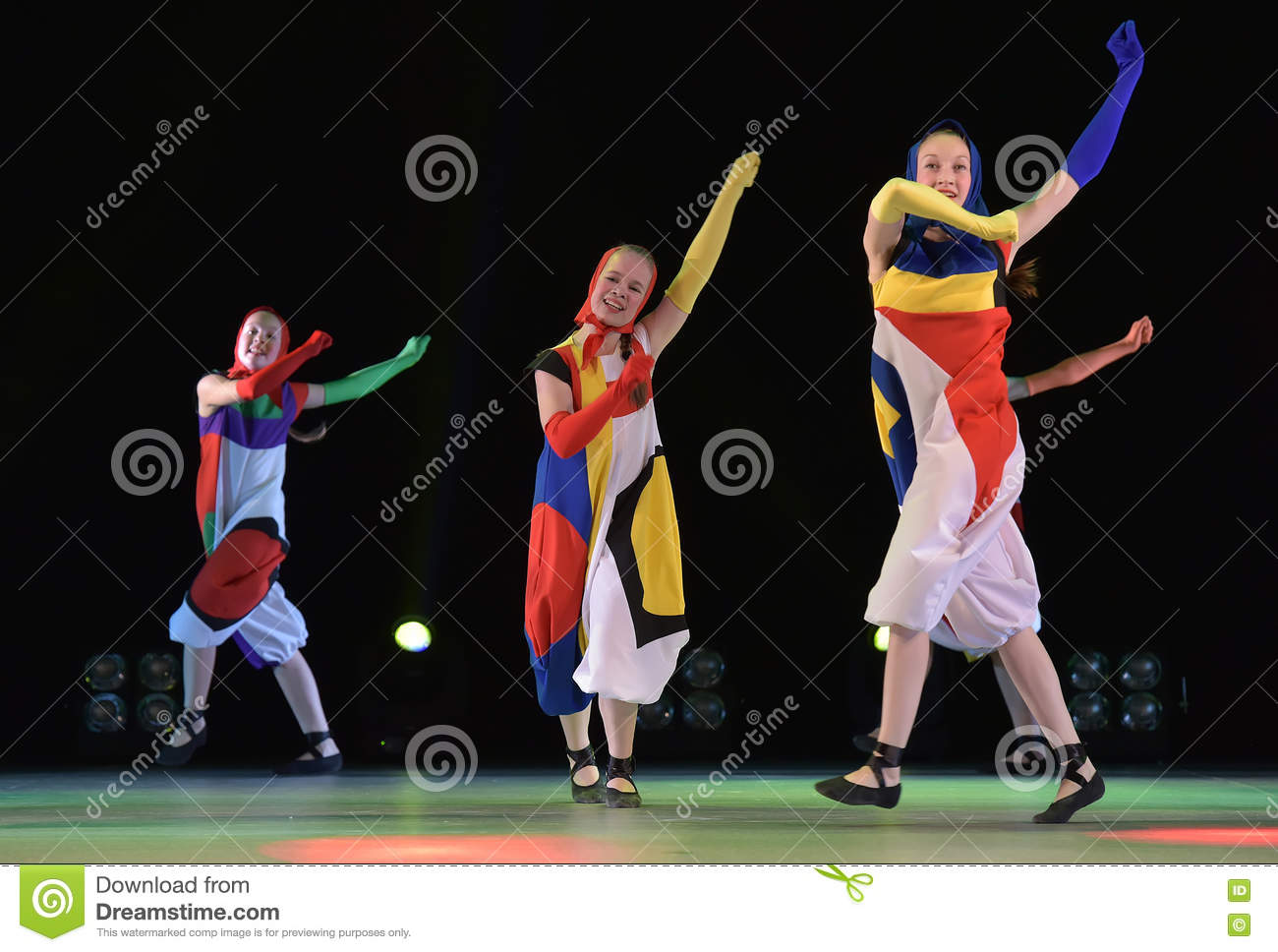 Girls In Costume Dolls Dancing On Stage Editorial Stock Image Image Of Dress Dancer 79813384