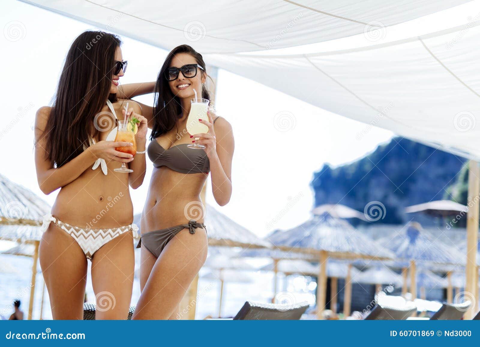 Chubby girls posing nude