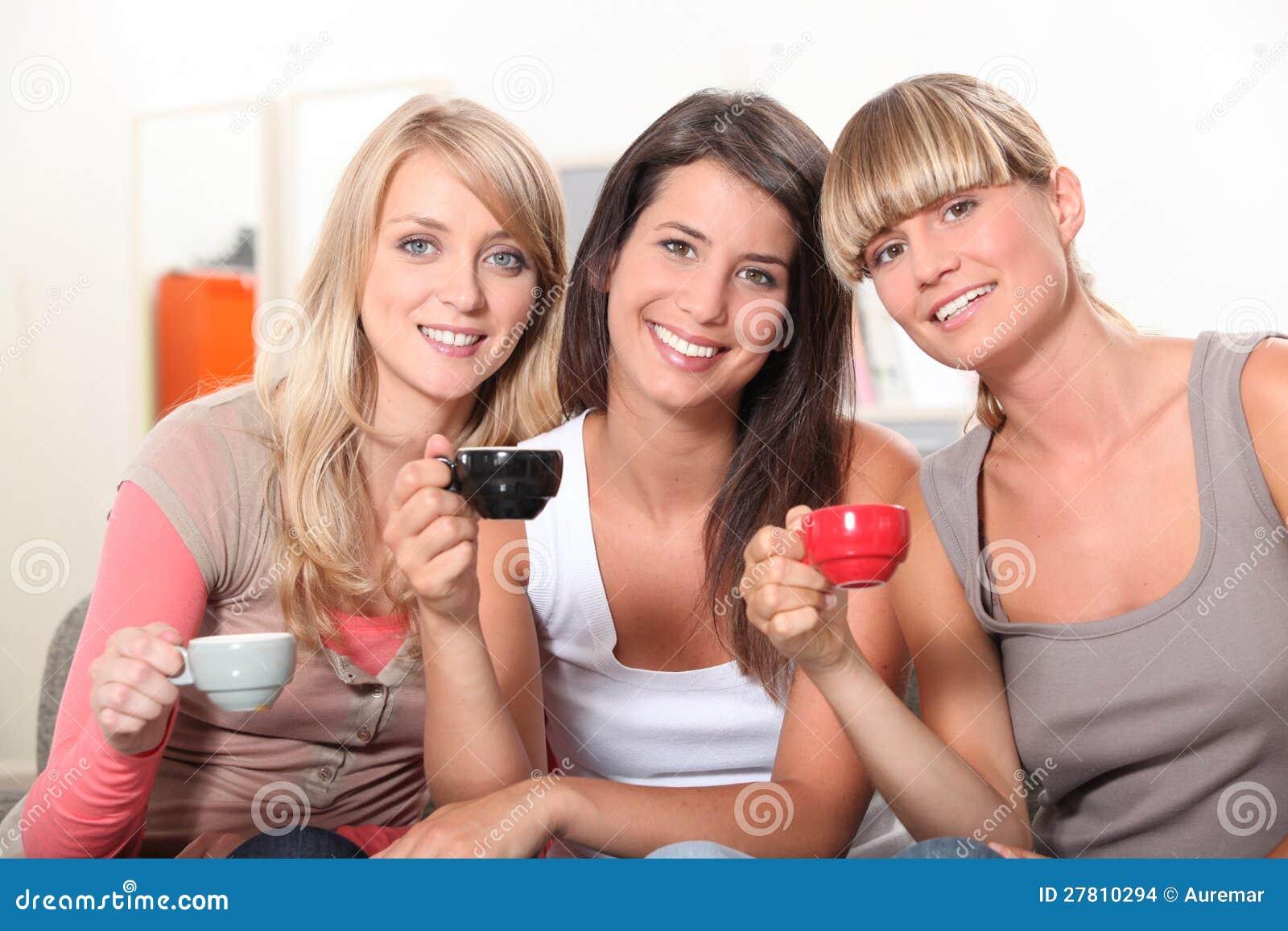Фото с выпивающими подругами 14 фотография