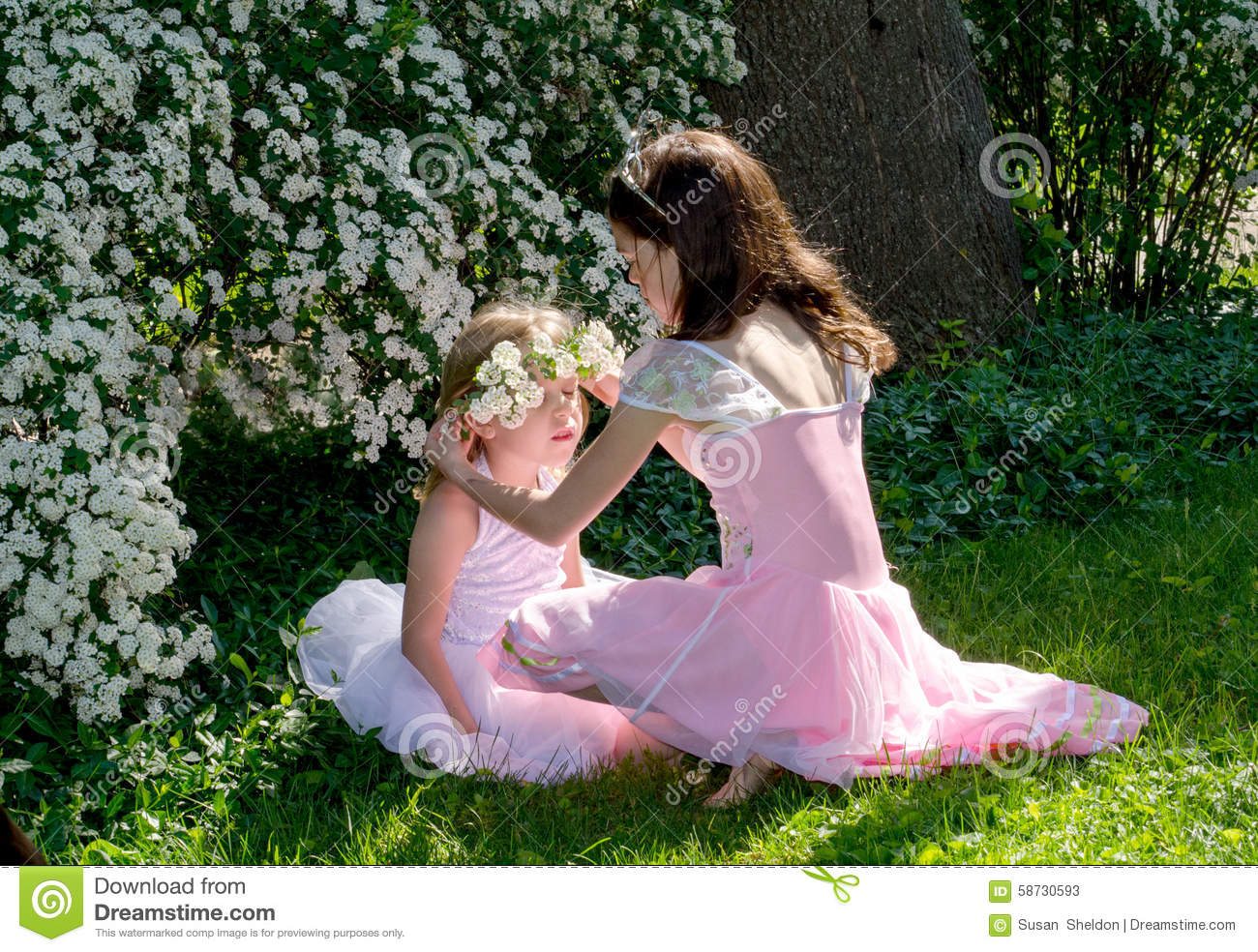 Girls And A Flower Crown Stock Image Image Of Plants 58730593