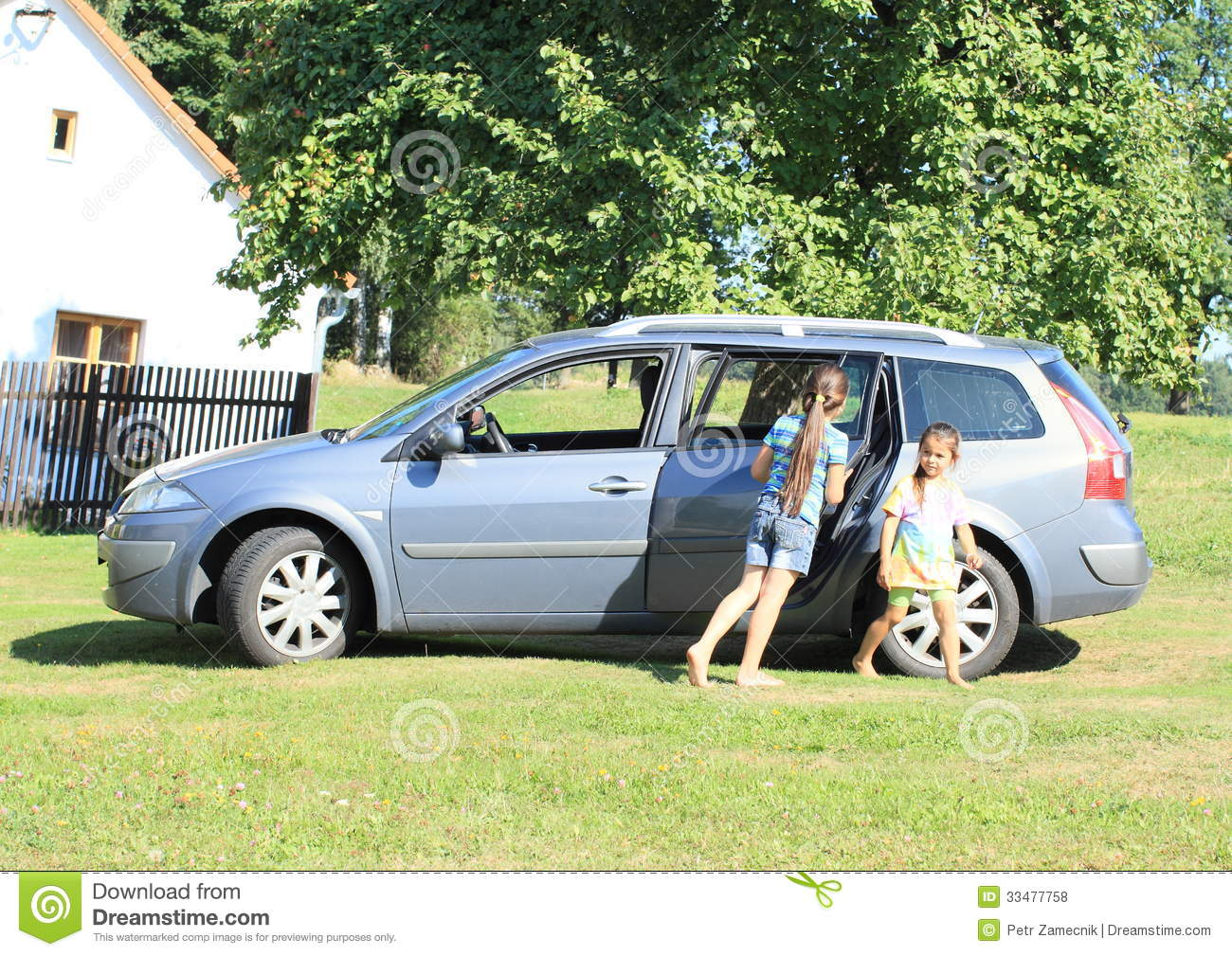 girls leaving a car royalty free stock photos image 33477758. Black Bedroom Furniture Sets. Home Design Ideas