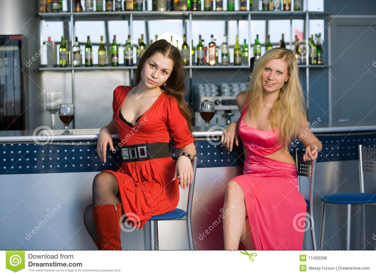Girls Sitting At The Bar Royalty Free Stock Image Image  : girls sitting bar 11493296 from www.dreamstime.com size 1300 x 957 jpeg 163kB