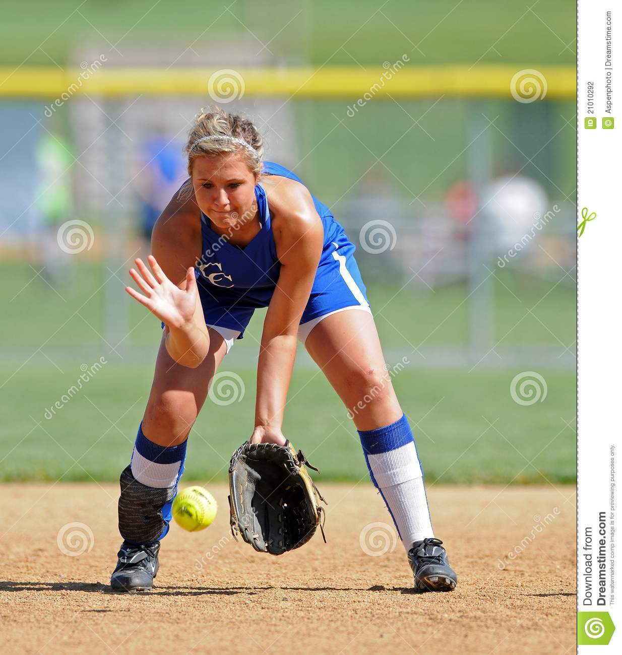 Girls Softball - Fielding A Grounder Editorial Photography ...