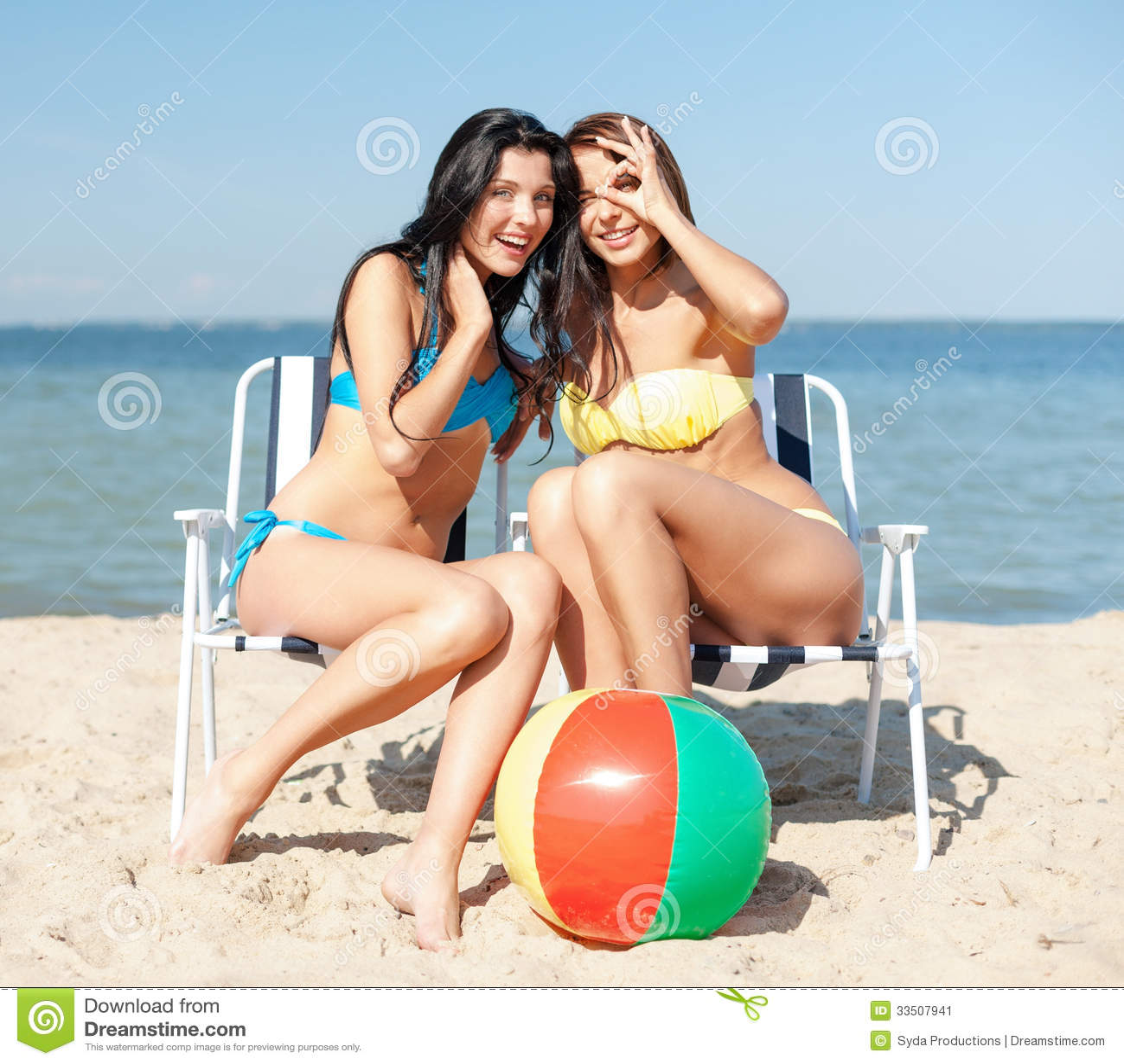 Фото девушка принимает солнечные ванну 4 фотография