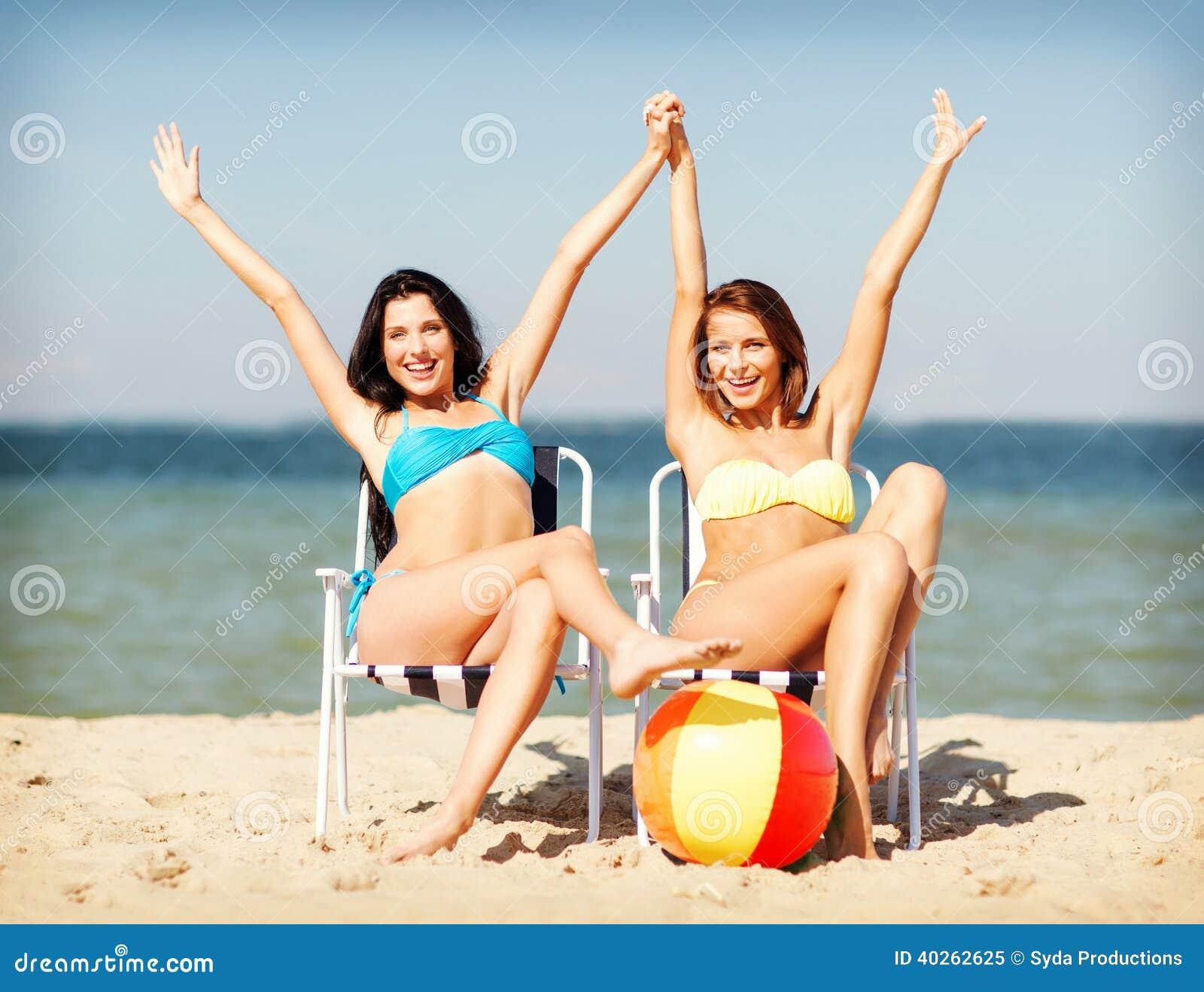 Фото девушка принимает солнечные ванну 9 фотография