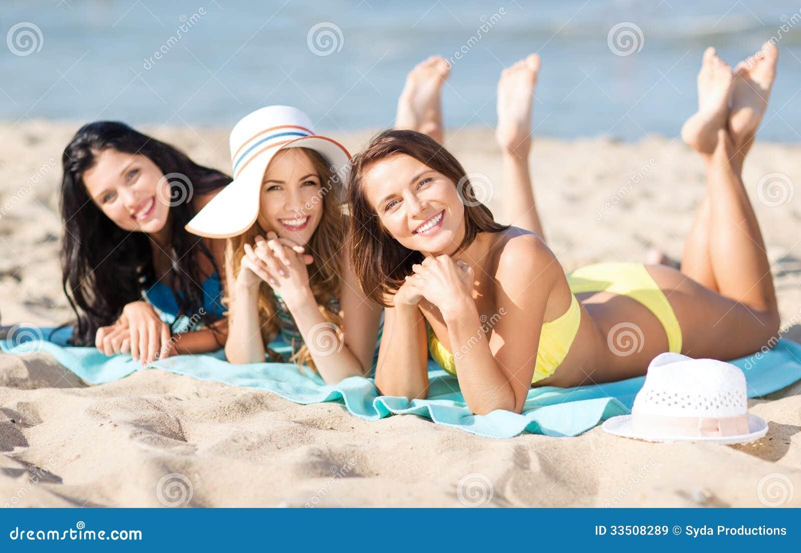 Фото девушка принимает солнечные ванну 7 фотография