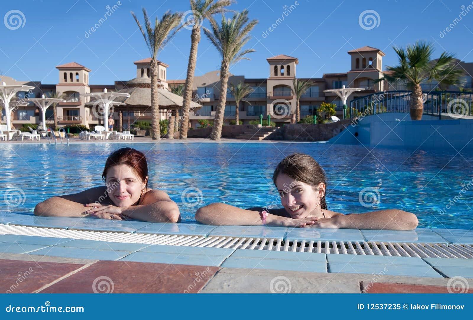 Мжм в бассейне