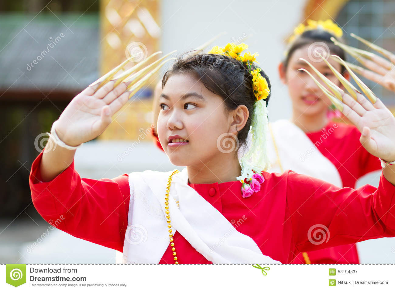 Girls in Thai traditional costume
