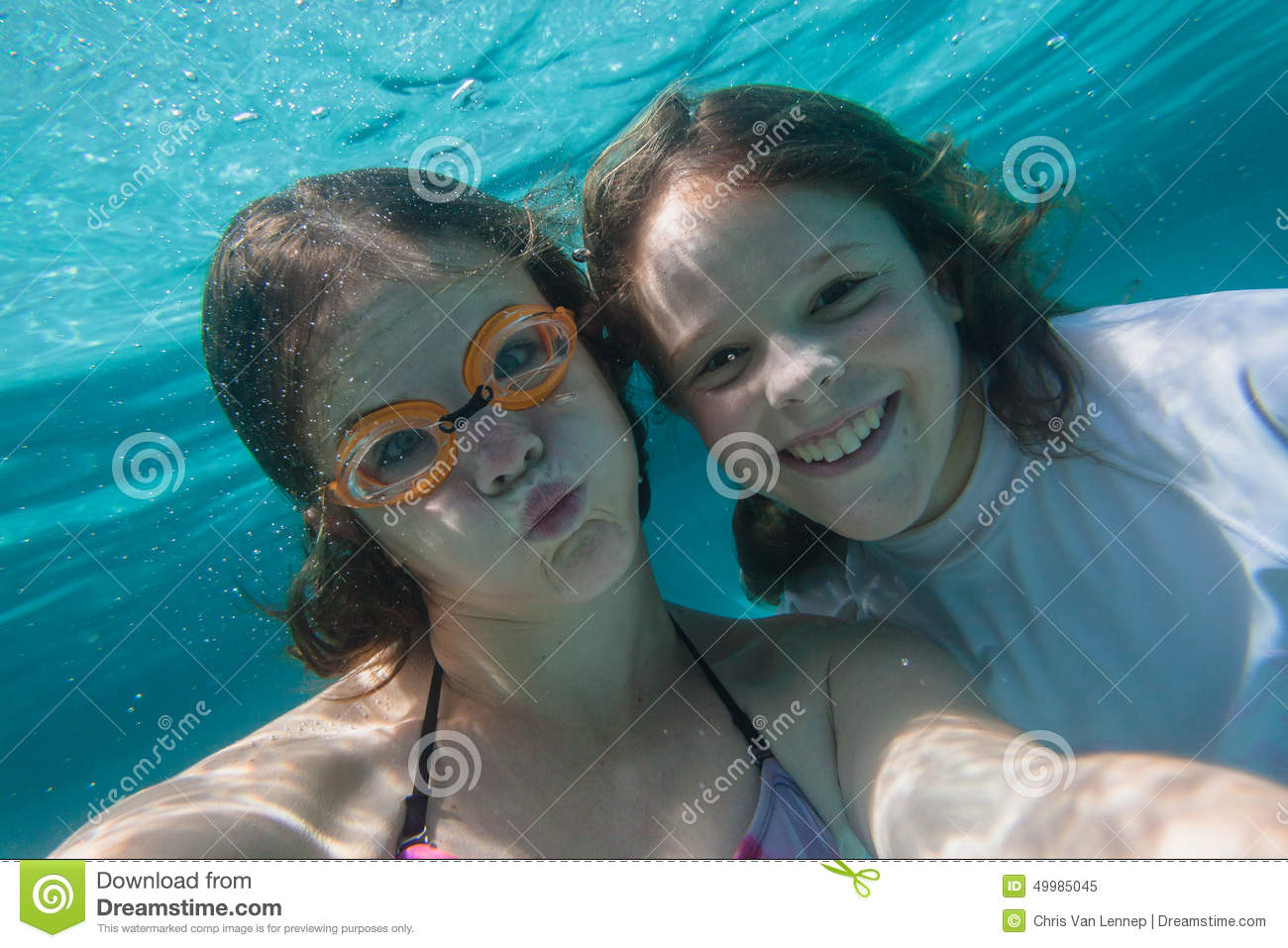 girls underwater Teen