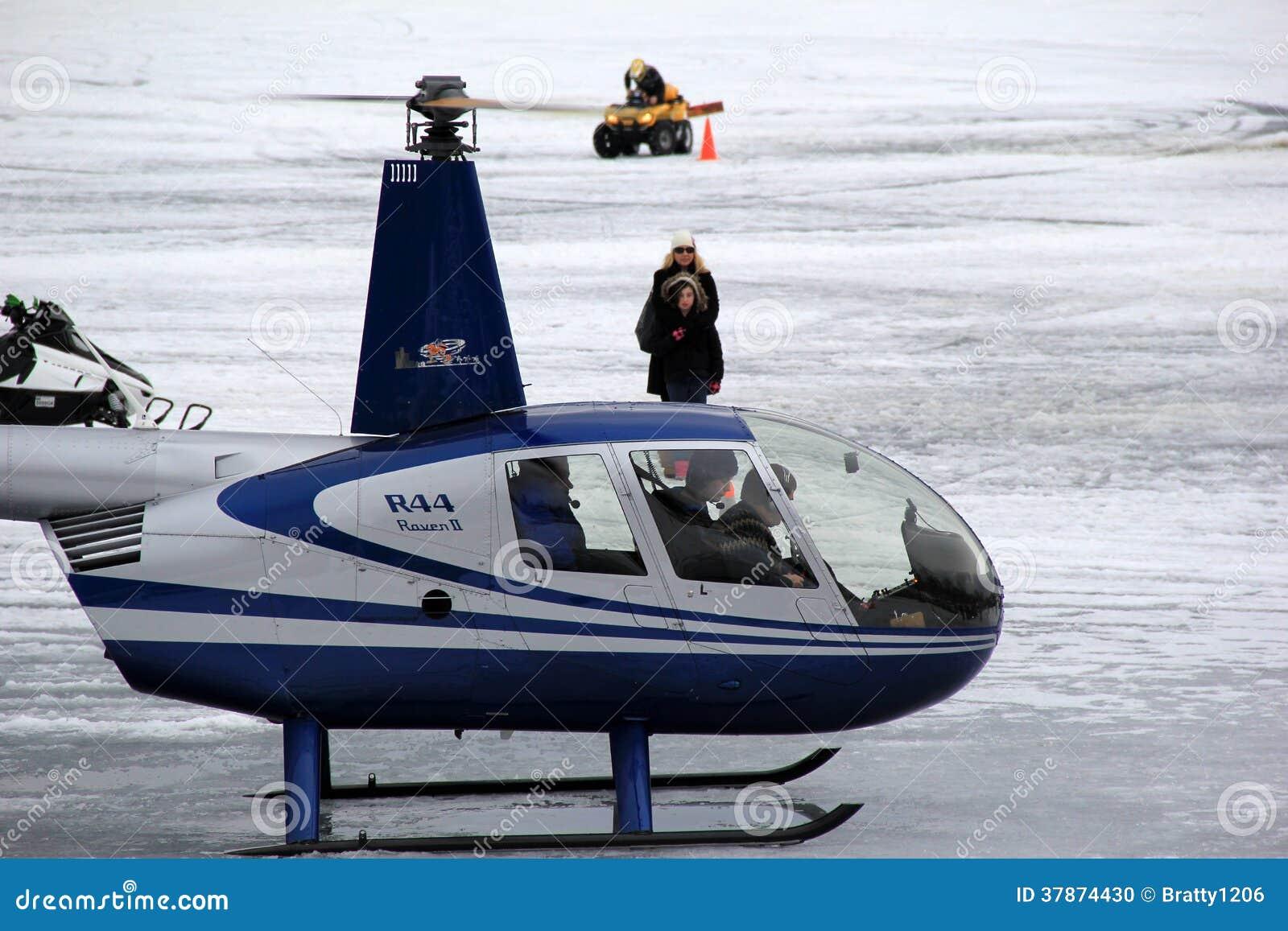 Elicottero A New York : Giro dell elicottero che decolla dal lago george new york