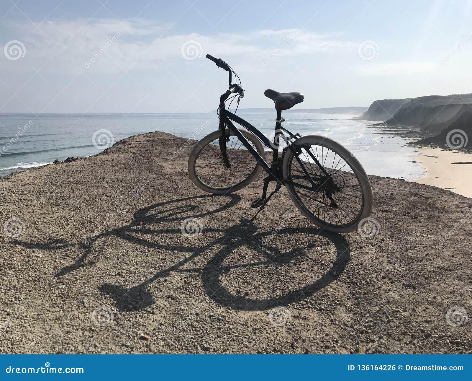 Giro della bicicletta dalle scogliere