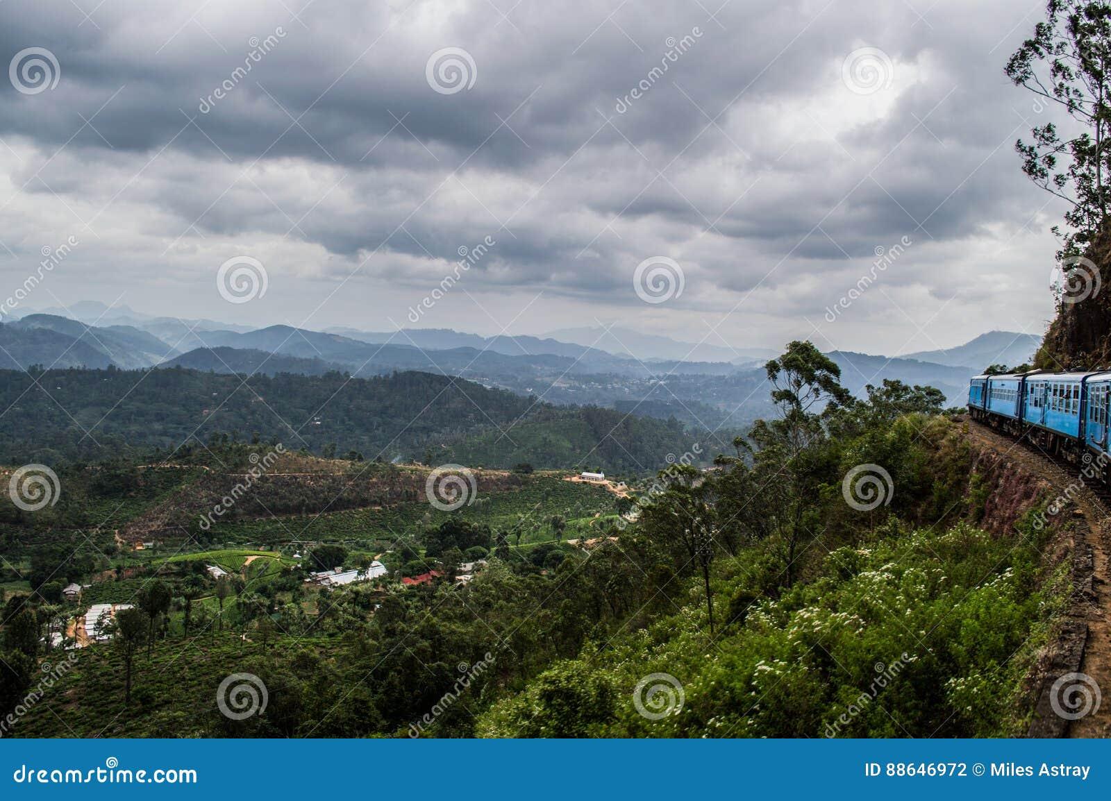 Giro scenico del treno con Mountain View fra Kandy e Ella