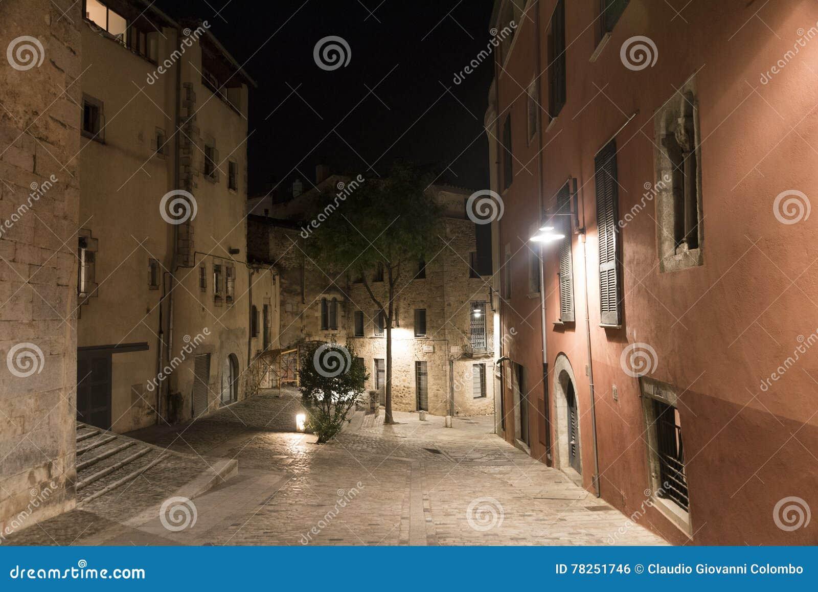 Girona & x28 Catalunya, Spain& x29  τή νύχτα