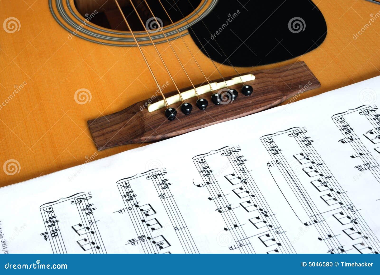 Gitaar en muzieknoten