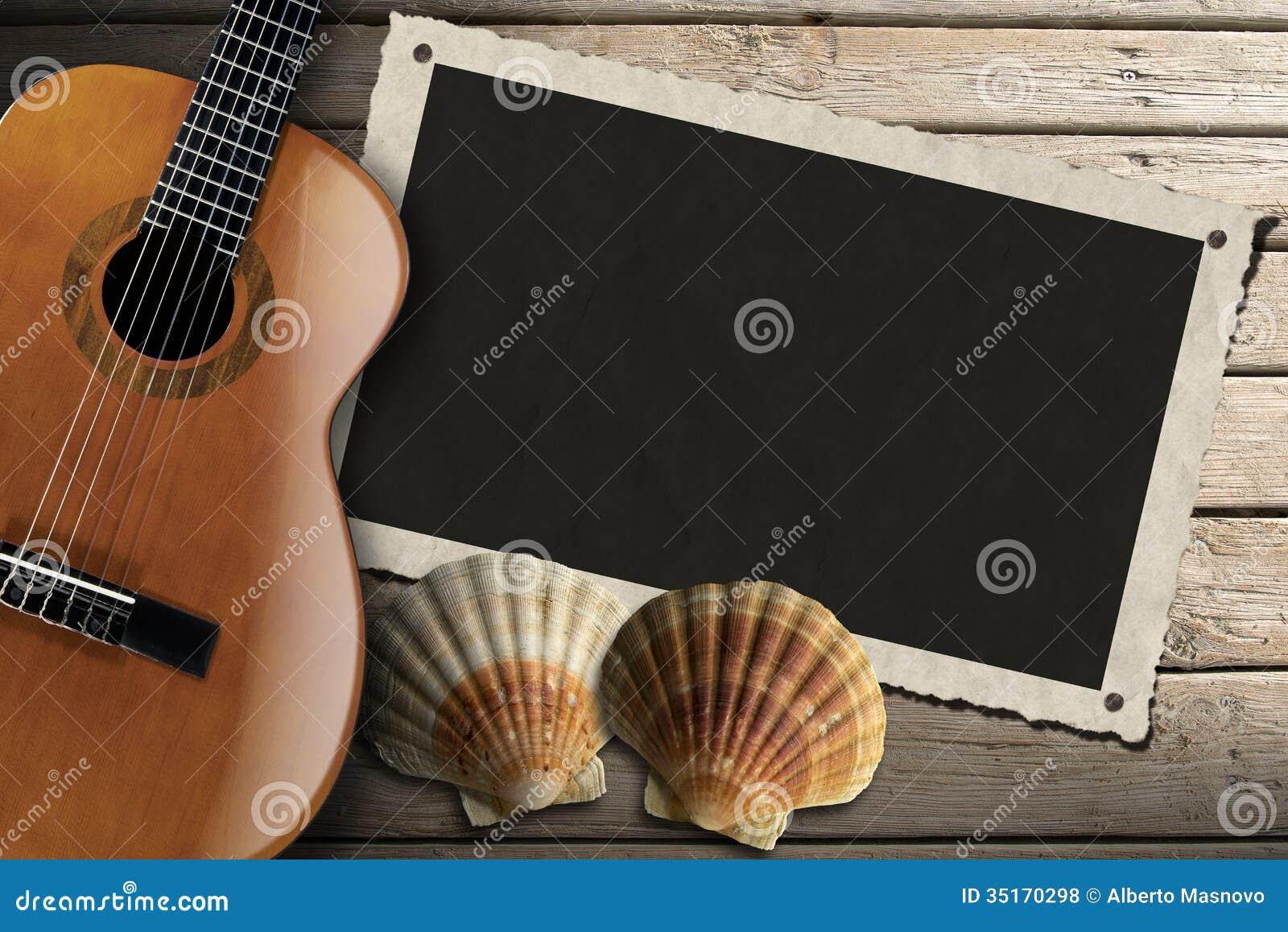 Gitarr- och fotoram på den Wood strandpromenaden
