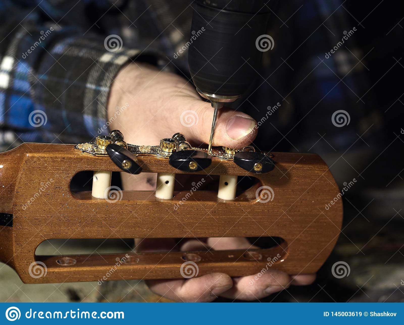 Gitarren Luthiers-Bohrlöcher unter den Mechaniken