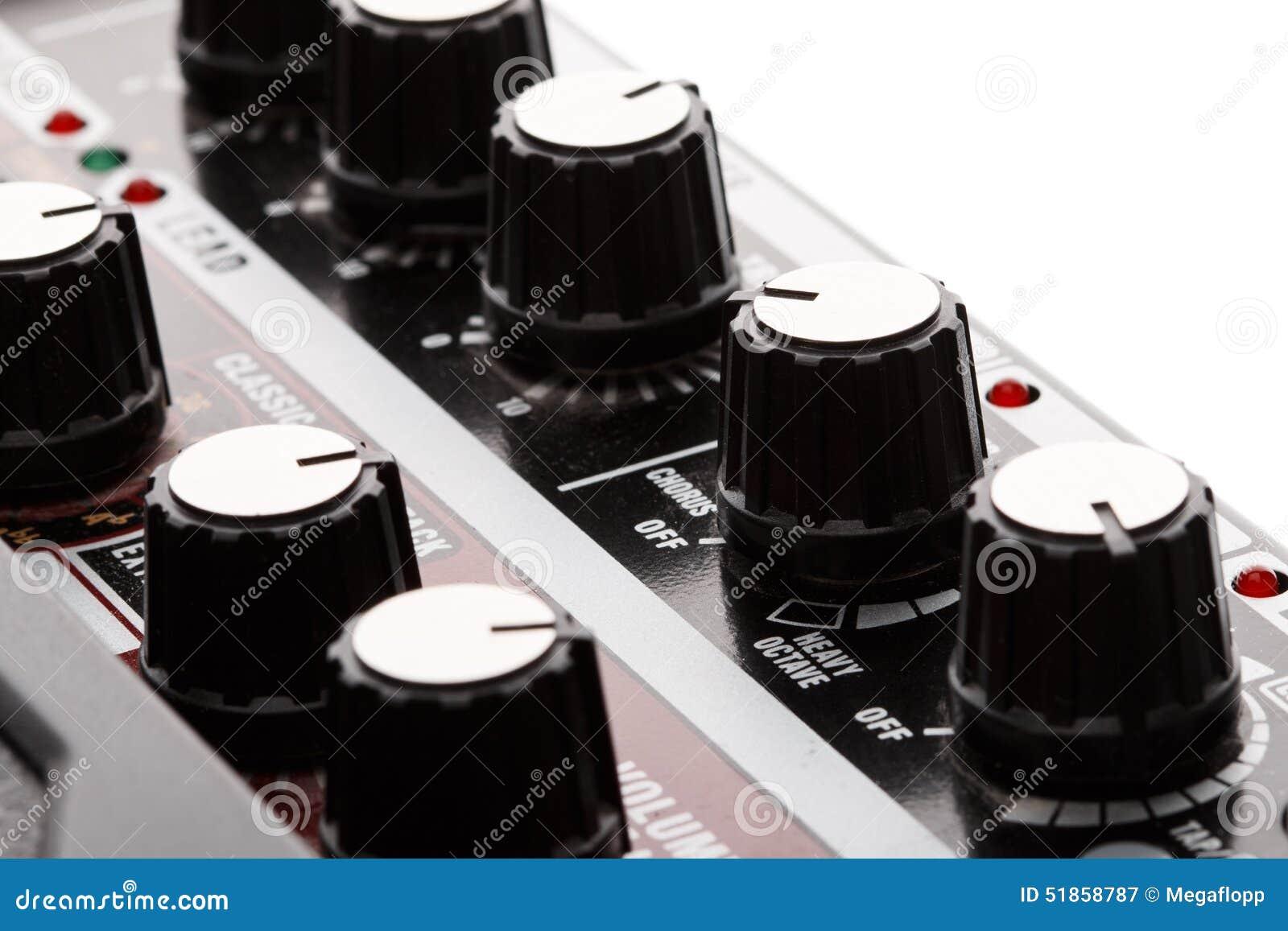 Gitarrförstärkaren verkställer knoppar