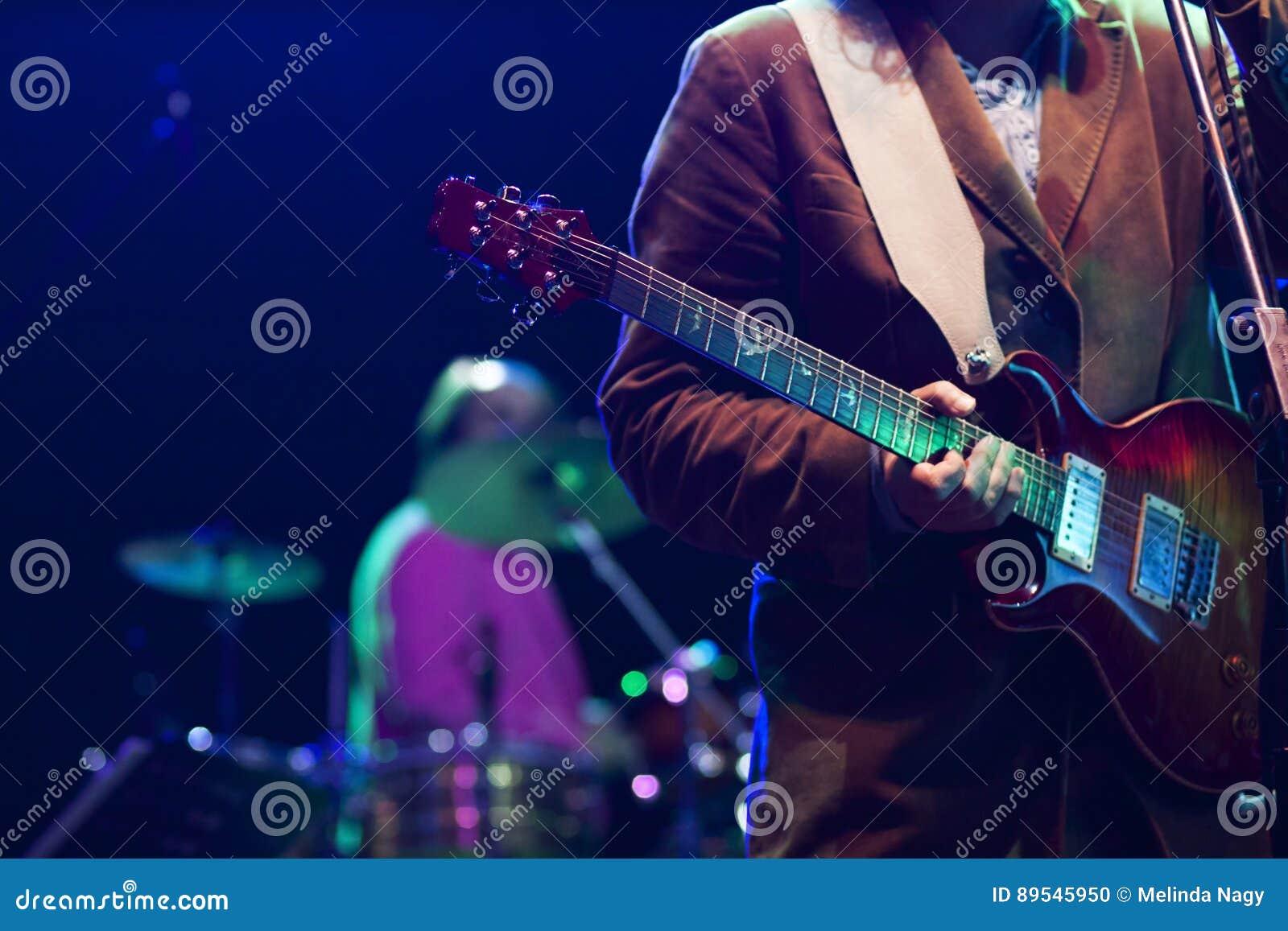 Gitarrist på etappen - sommarmusikfestival