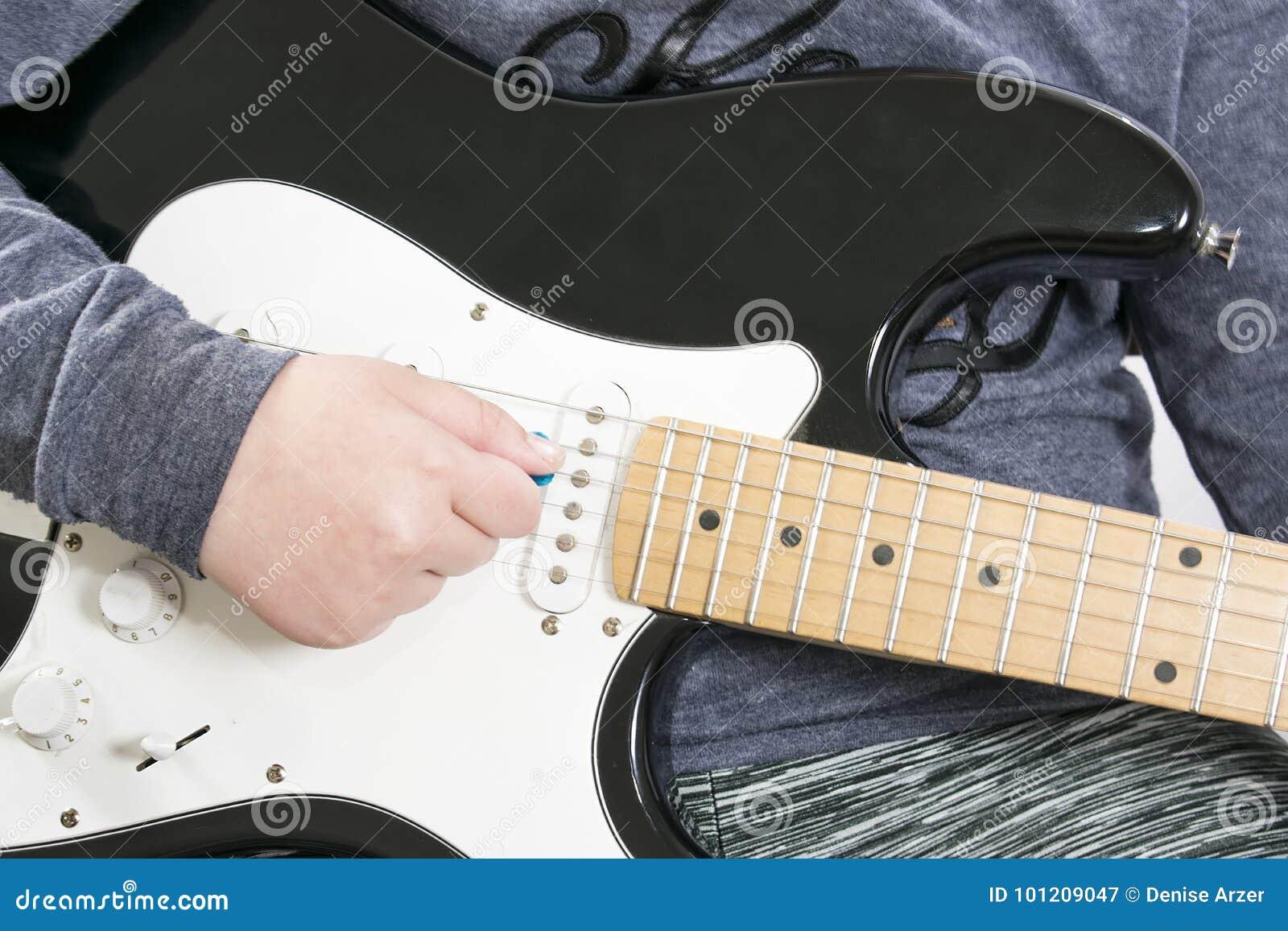 Gitary elektrycznej ciało