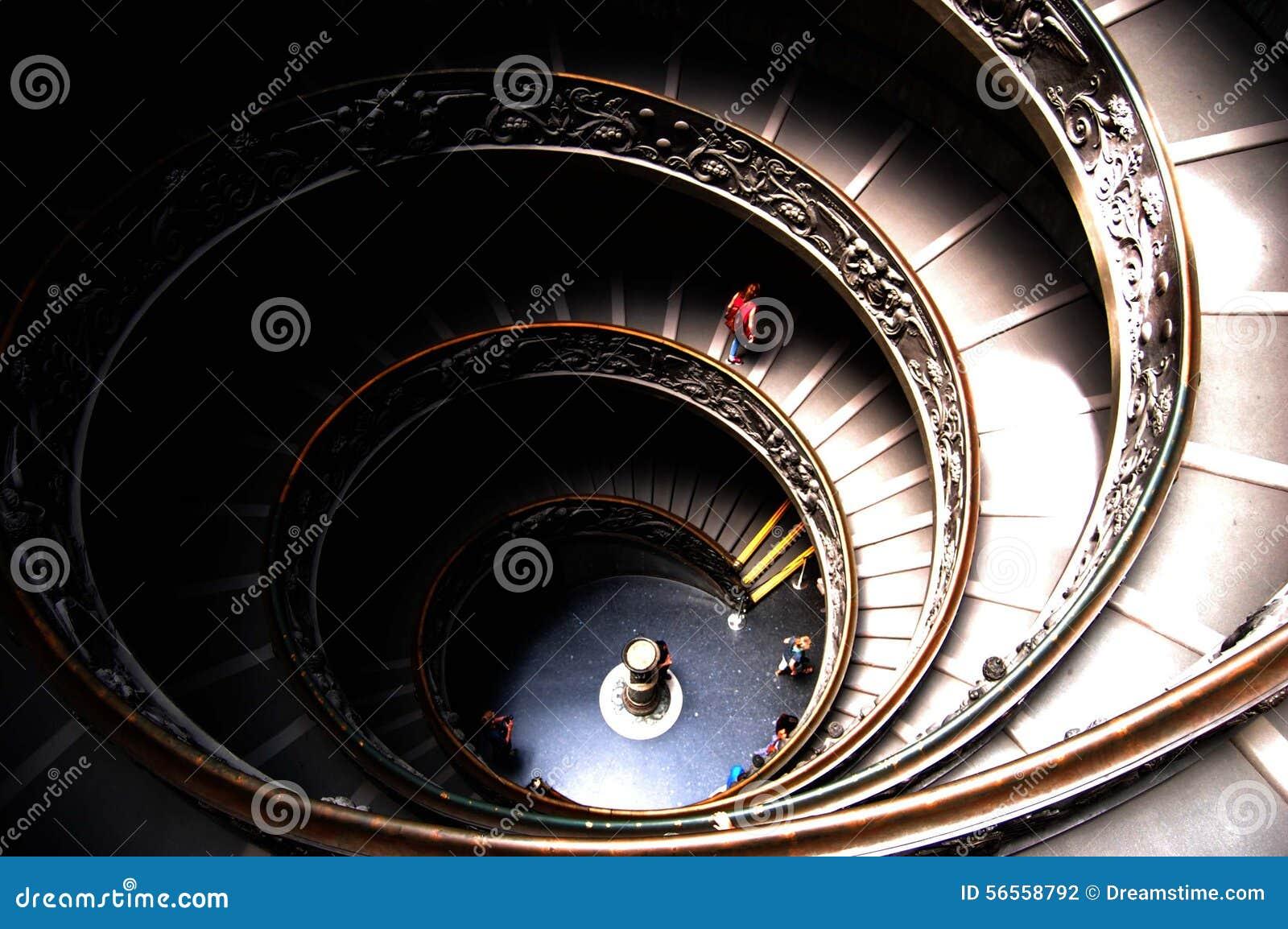 giuseppe momo dise la escalera espiral dentro de los museos del vaticano foto de archivo
