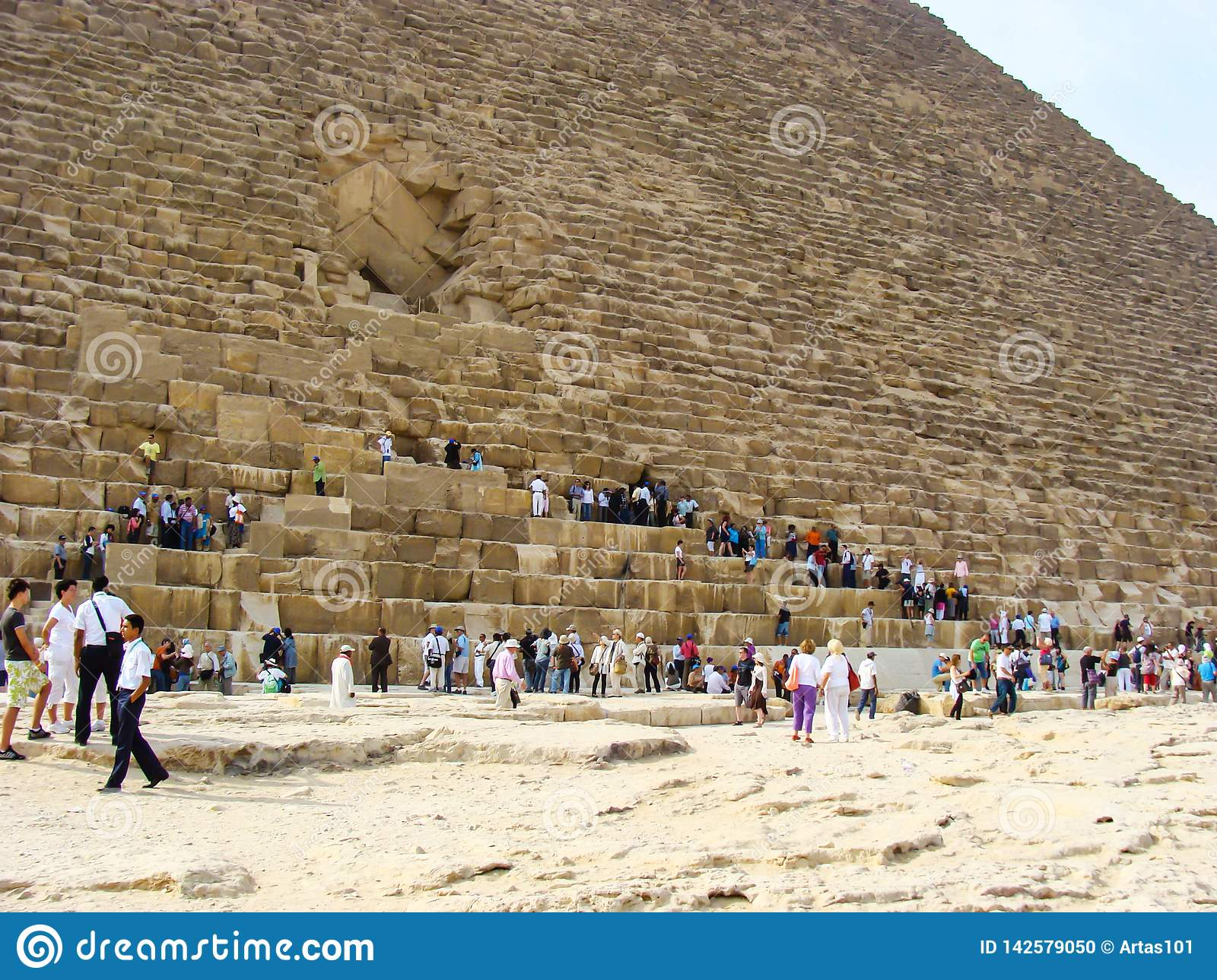 Giza Egypt October 20 2009 Tourists On A Tour Of The Pyramids Of Giza Editorial Image Image Of Africa Archeology 142579050