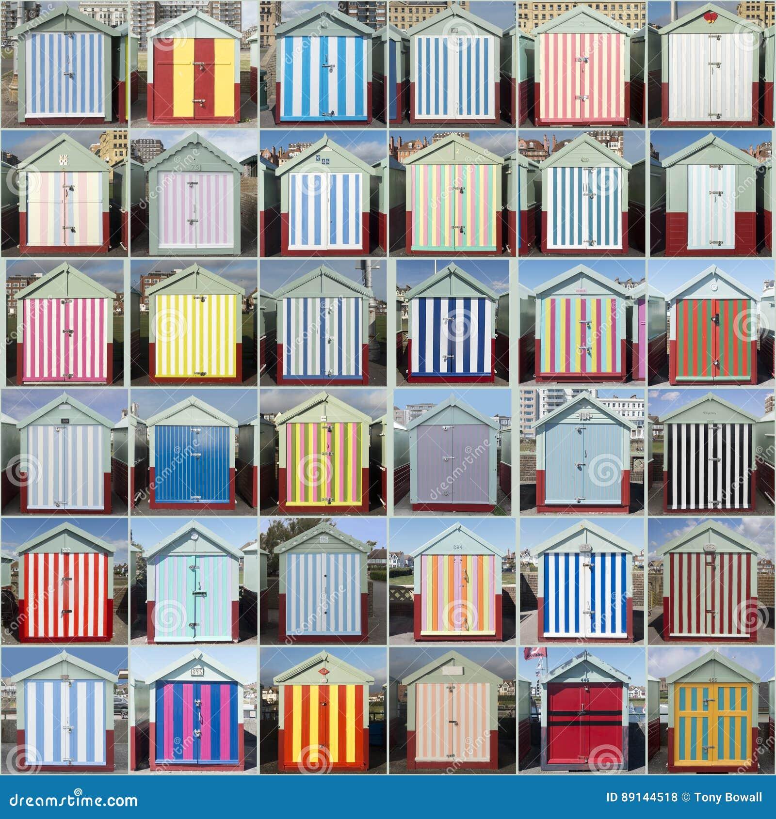 36 gjorde randig strandkojor som hivas, Sussex, UK