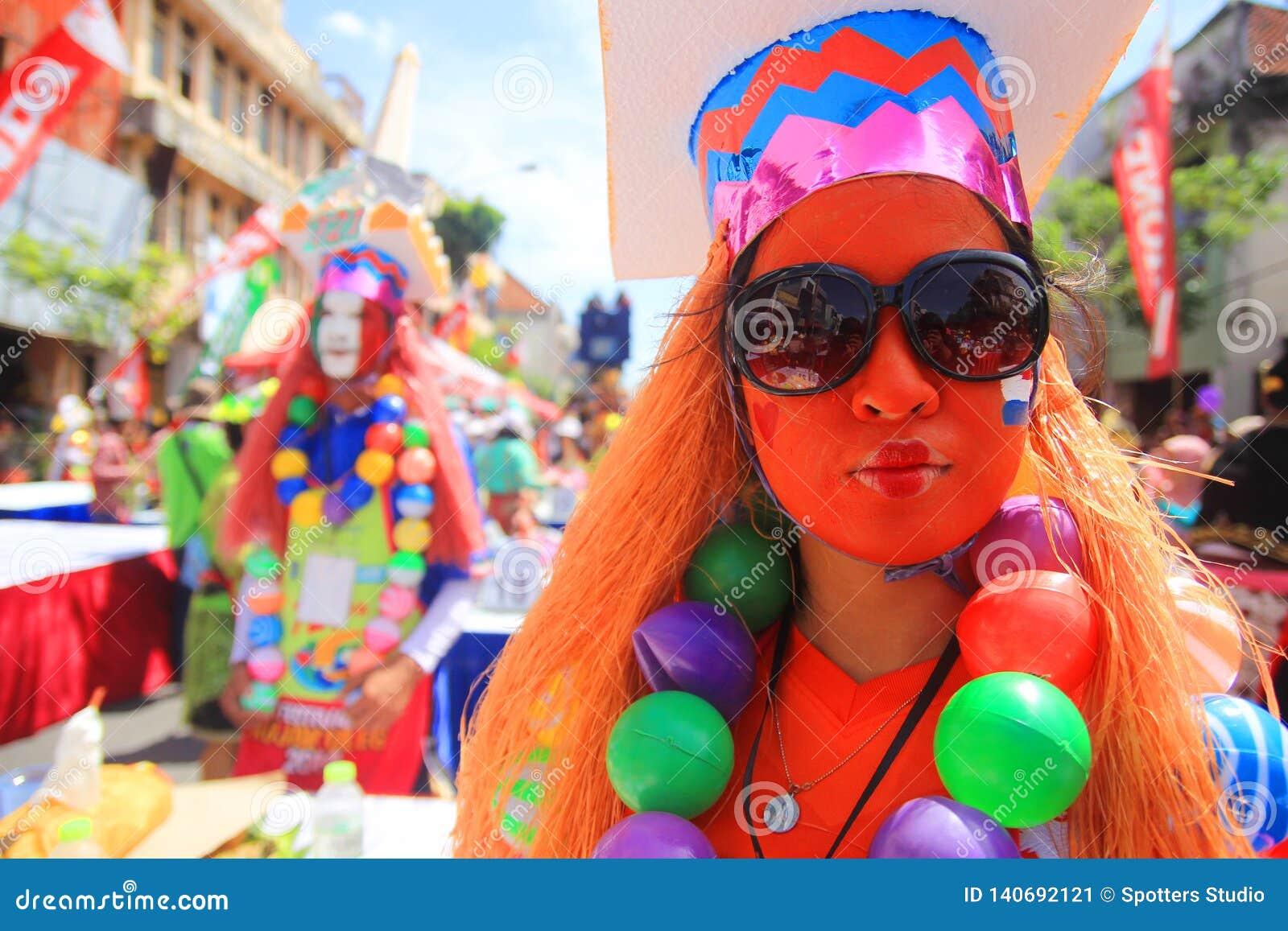 Glädjen av karnevalet i Surabaya