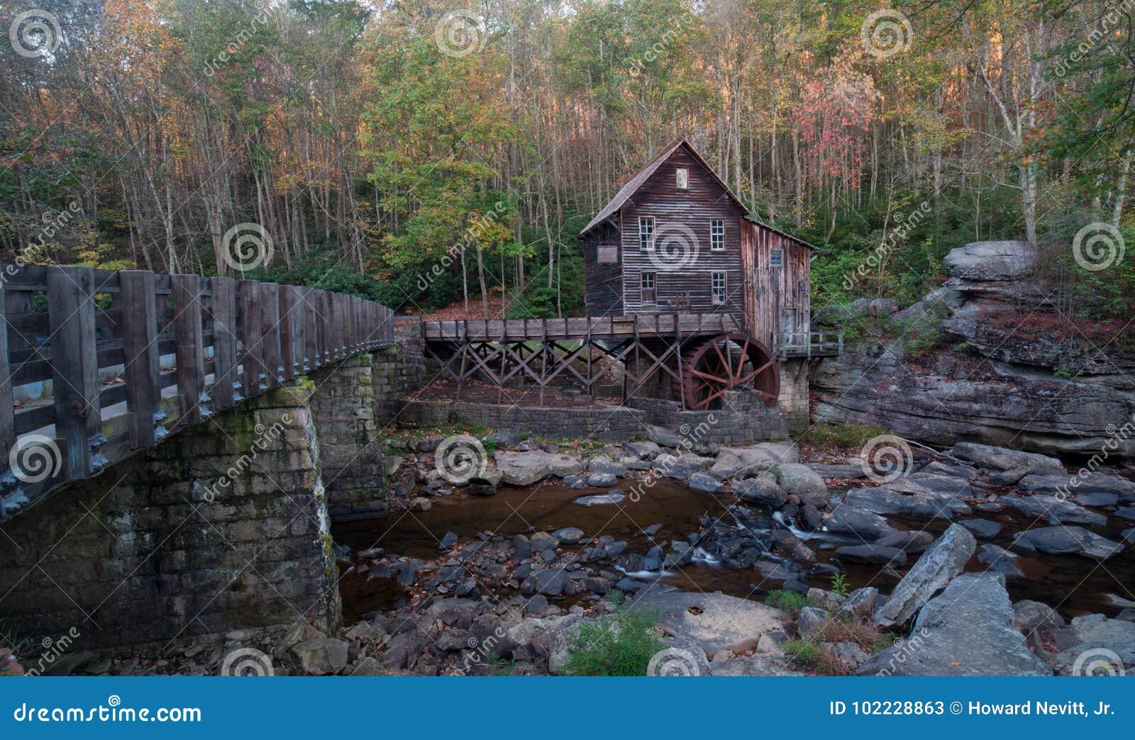 Gläntaliten vik Gristmill i den Babcock delstatsparken, WV