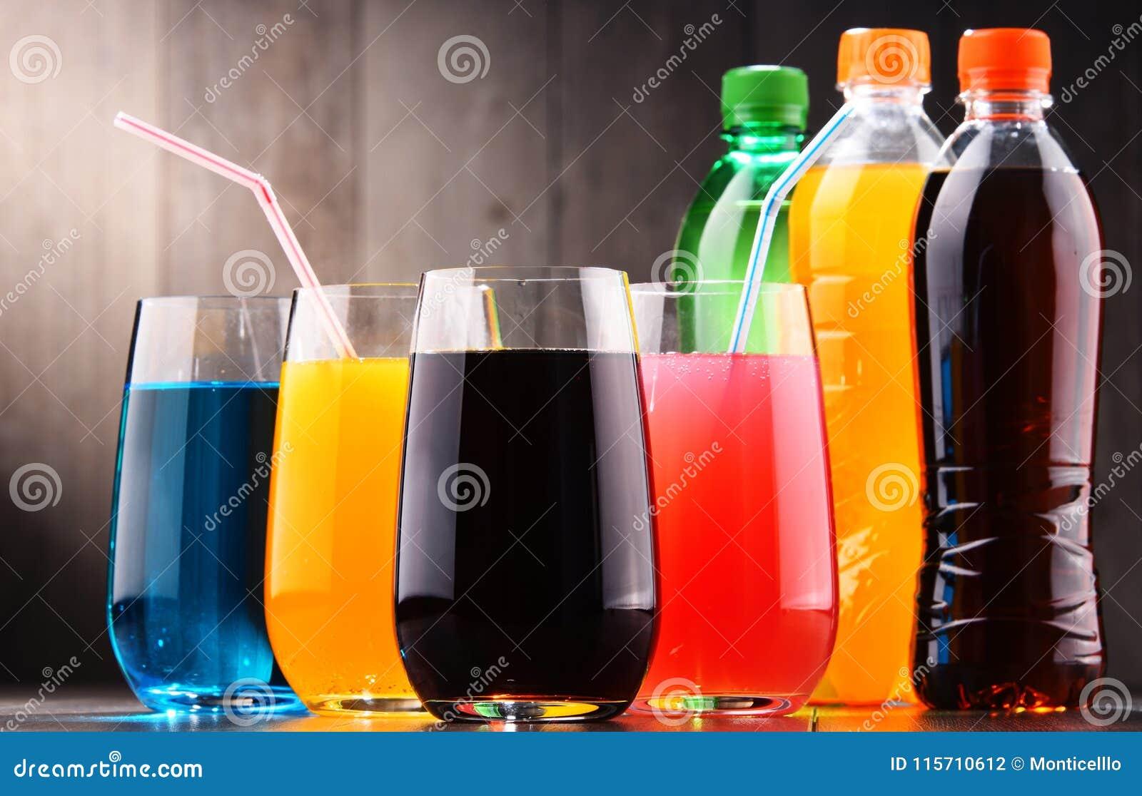 Gläser Und Flaschen Sortierte Gekohlte Alkoholfreie Getränke ...