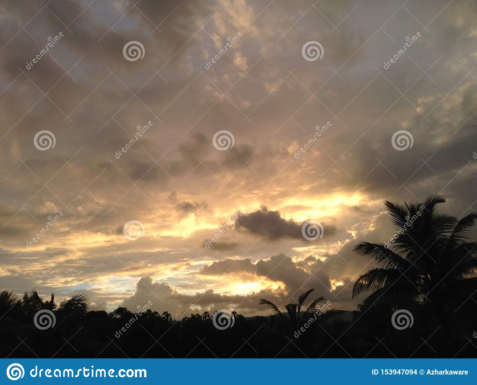 Glättung des Sonnenuntergangbildes nach Regen am mhasla
