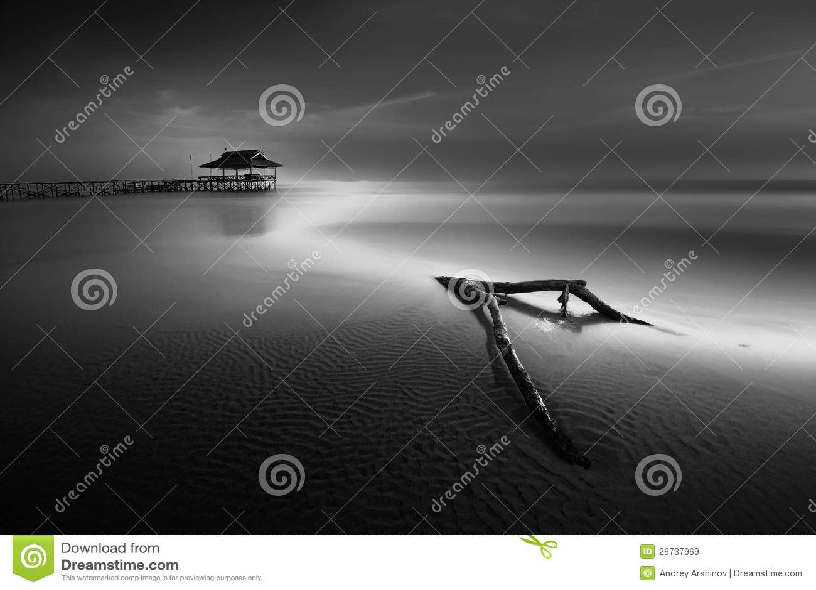 Glättung niedrige Gezeiten das Meer vom Pier