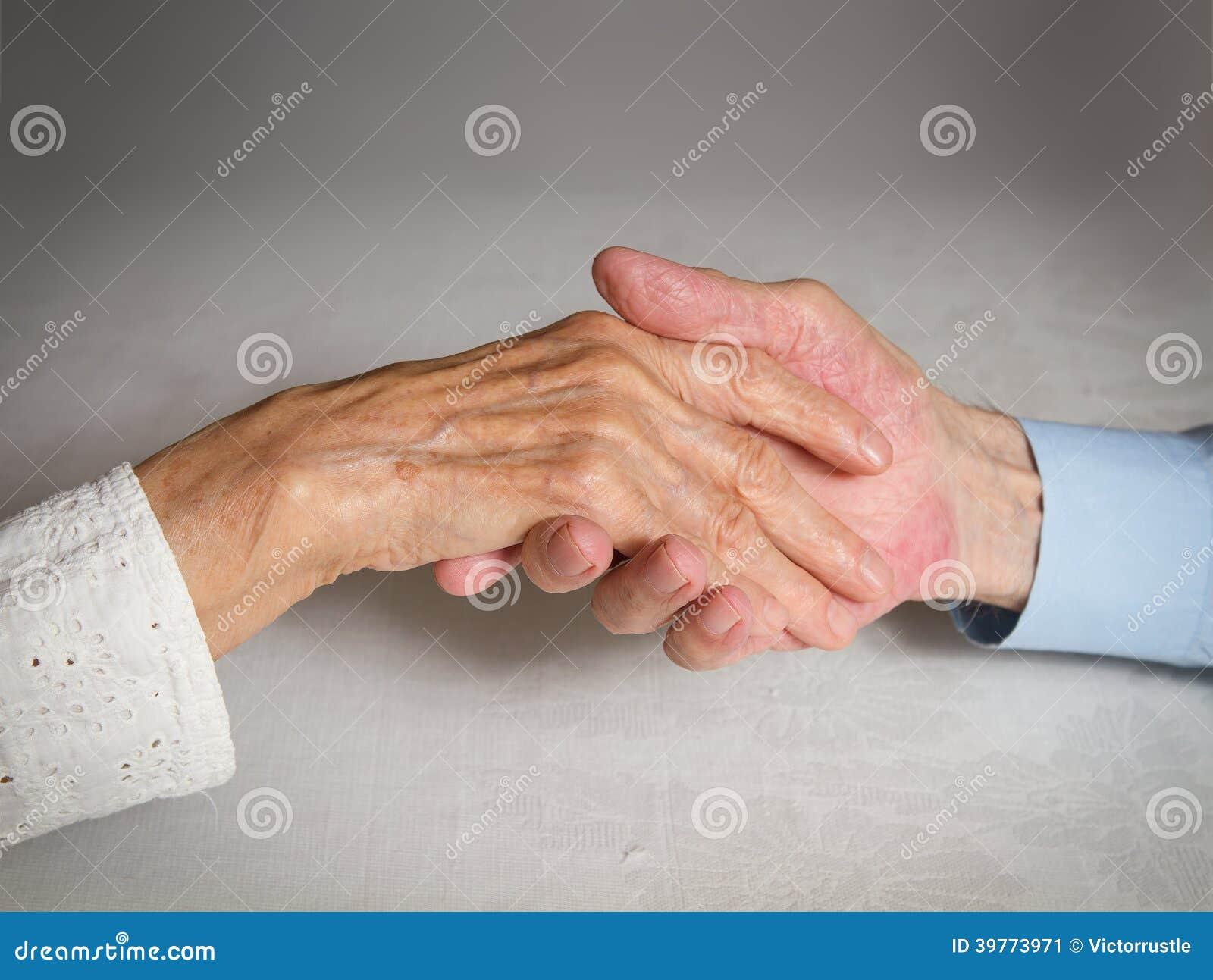 Glückliche ältere Paare. Händchenhalten Der Alten Leute