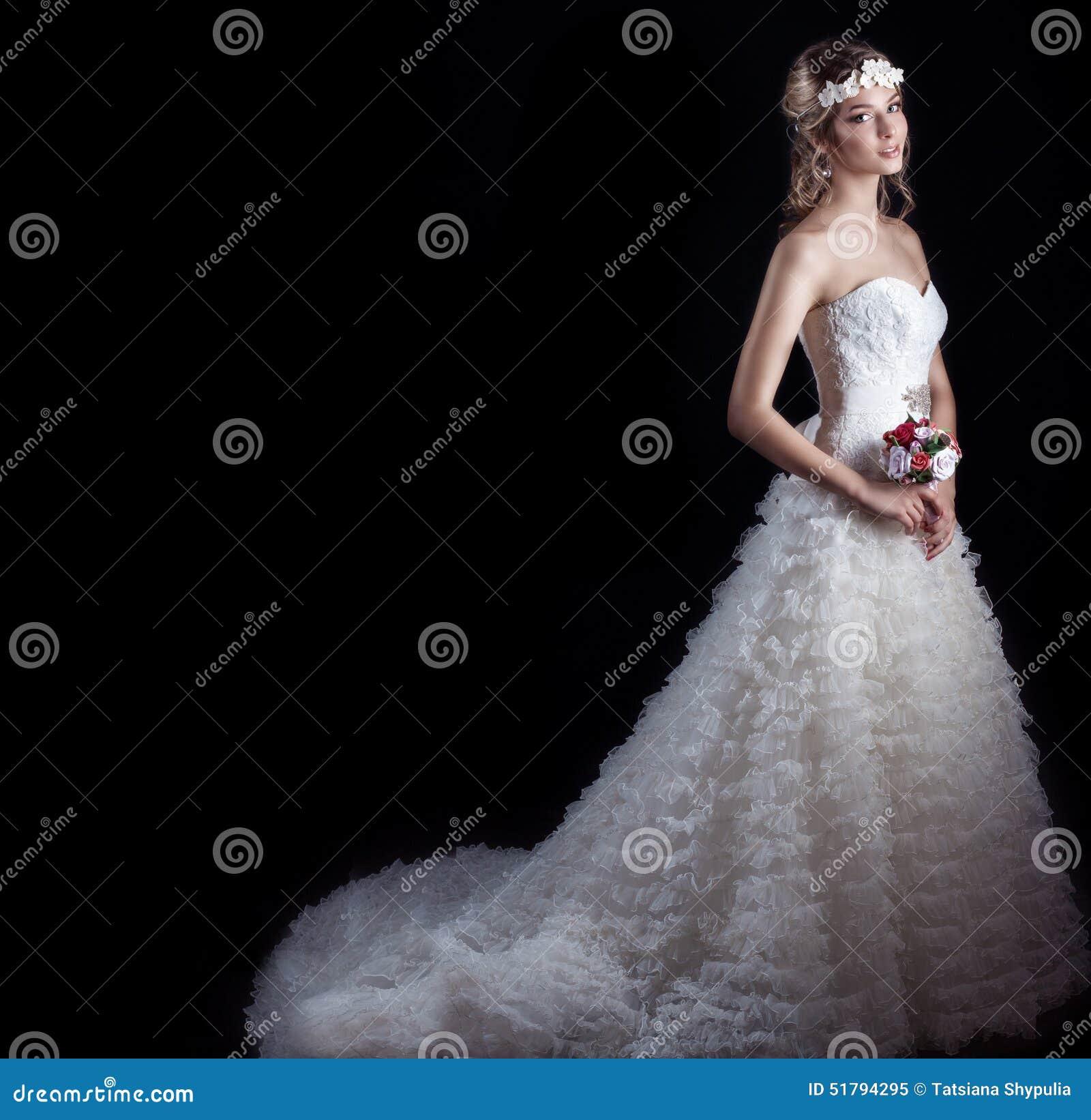 Gluckliche Braut Der Schonen Leichten Frau In Einem Weissen