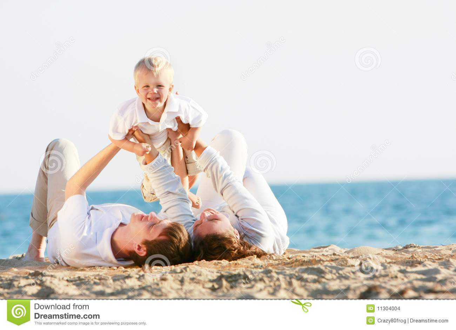 Glückliche Familie auf Strand