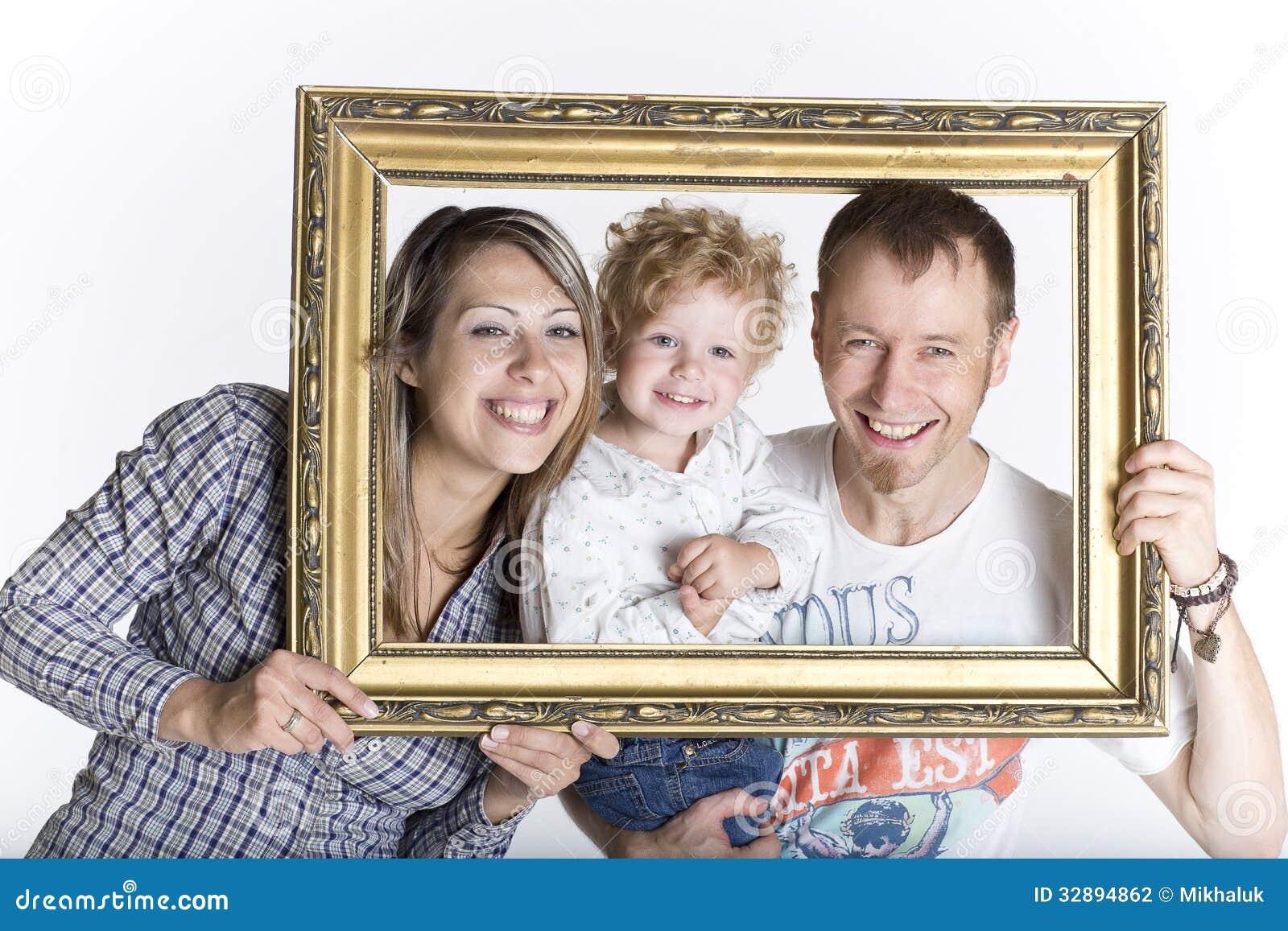 Glückliche Familie gestaltet durch einen Bilderrahmen