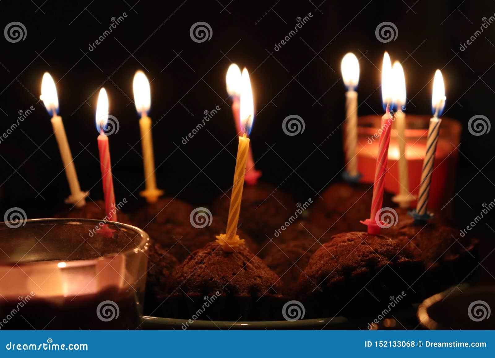 Glückliche gute Zeit der glücklichen Geburtstagsfeier