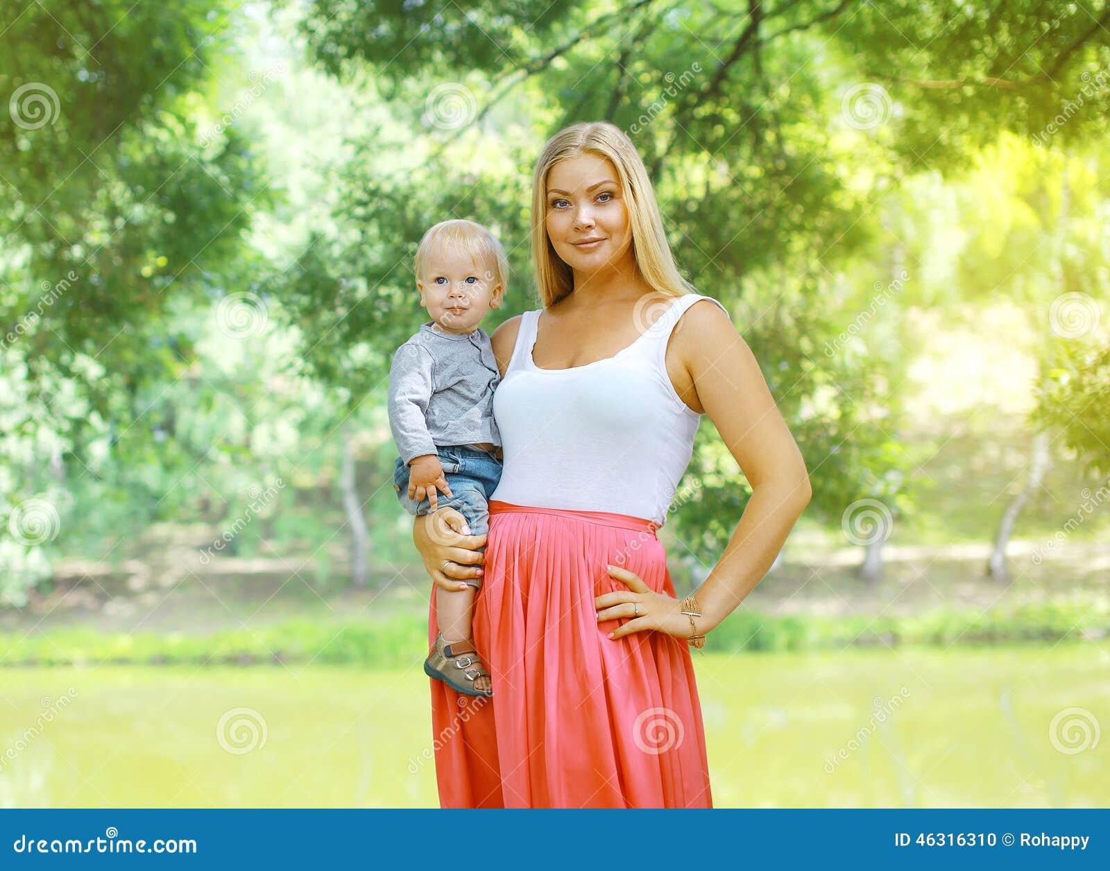 Hübsche Mütter