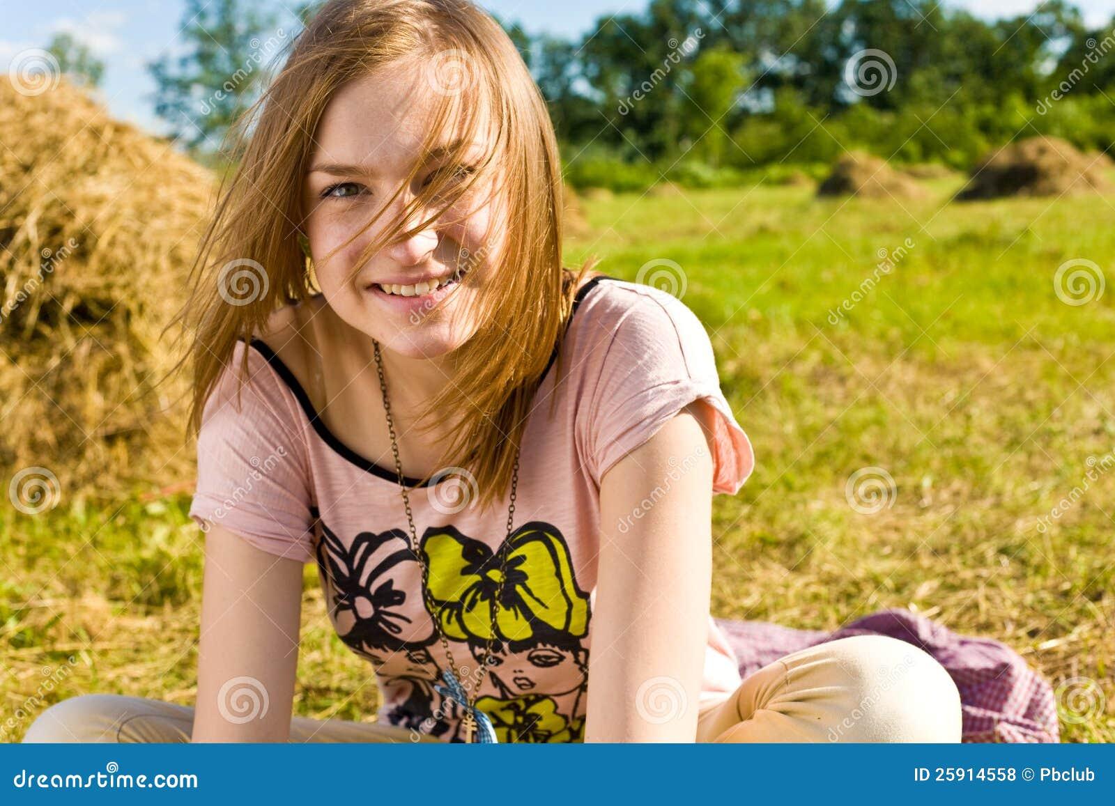 Glückliche junge Frau haben Spaß