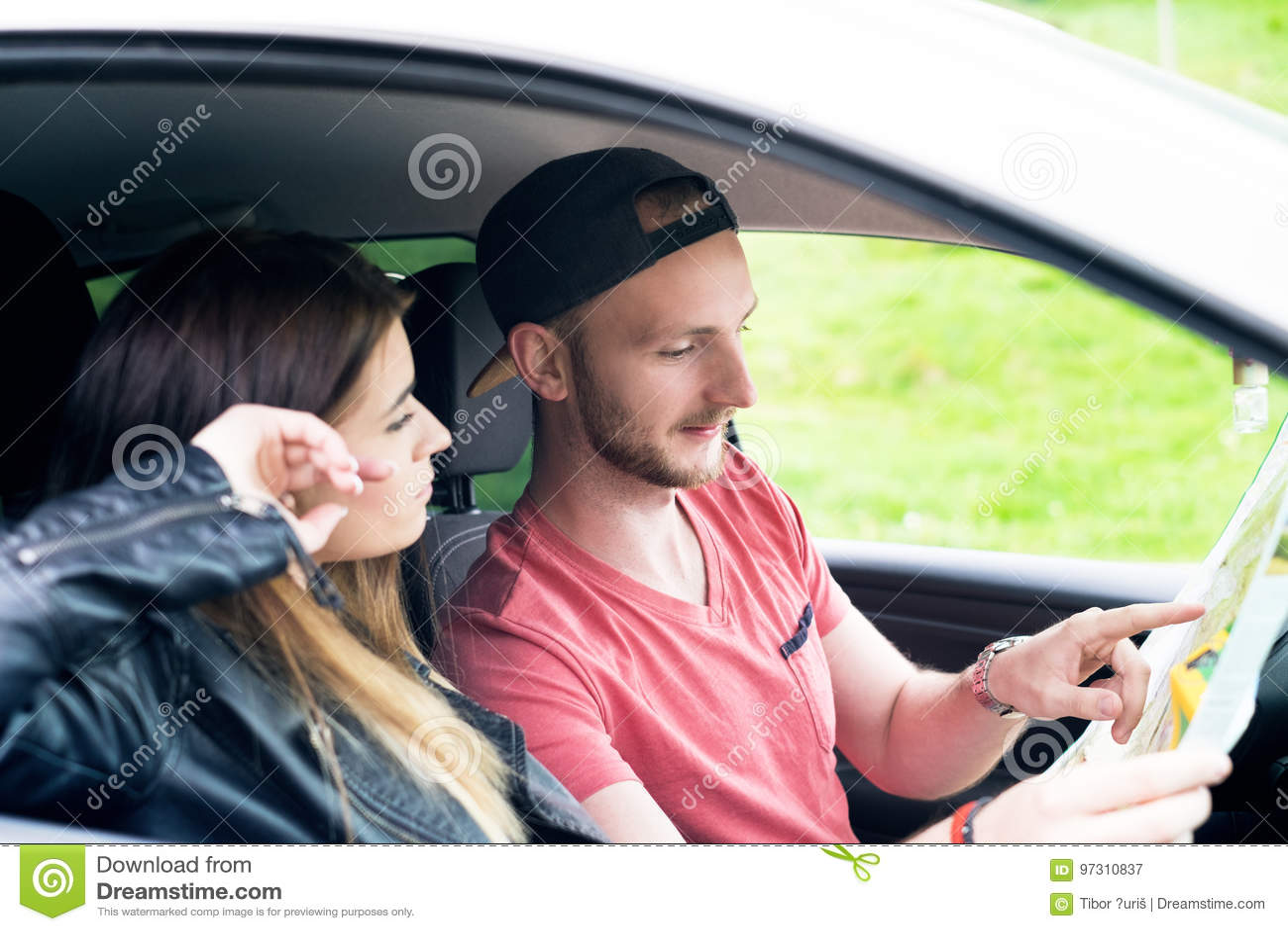 Glückliche Junge Paare Freunde Die Selfie Beim Sitzen Im Auto
