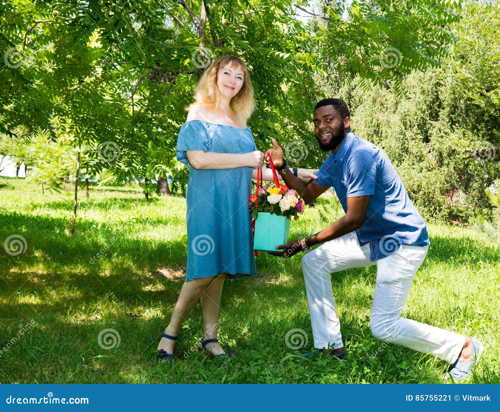 Schwarzes Mädchen aus weißen Kerl Website