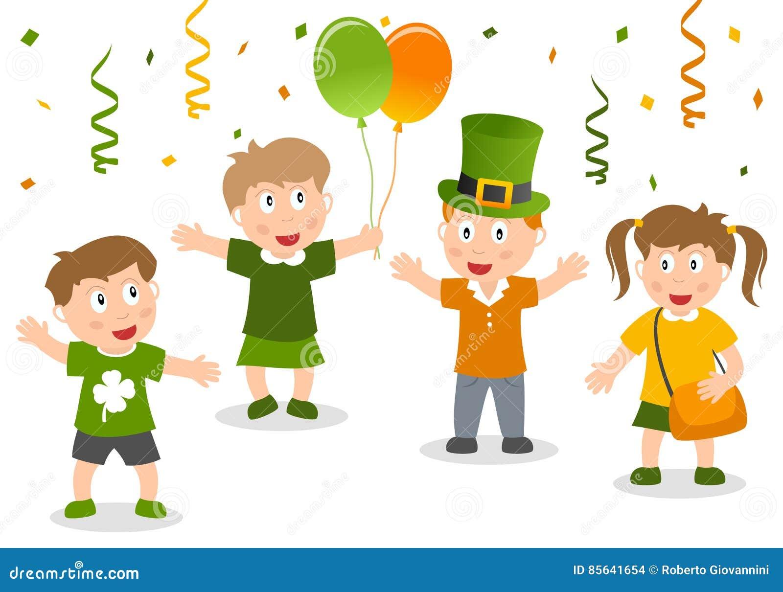 Glückliche Kinder feiern St- Patrick` s Tag