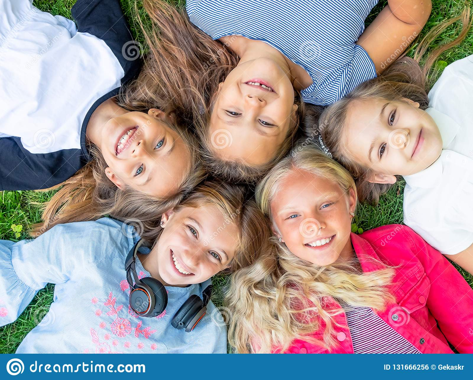 Glückliche lächelnde Kinder