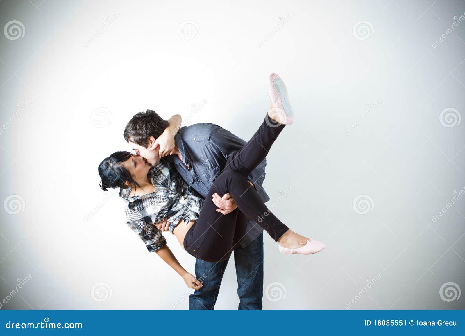 Glückliche Paare, die Spaß haben